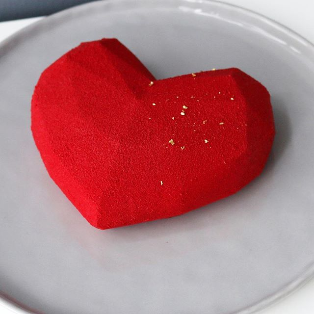 Happy Valentine's Day! . In our heart: 🍾 🌹  Lychee is captured in champagne, while rose petals trapped with feuilletine.  In between, raspberries are caught, destinedly, in a soft mousse made with raspberries and strawberries. . ❣ Order this month's feature cake on www.gusta.ca/sweets . . . #gustacooking #ispahan #patisserie #pierreherme #silikomart #silikomartprofessional #patissier #markhamcooking #markhambaking #torontocookingclass #markhamclass #entremet #cheflife #pastrychef #valrhona #frenchpastry #foodstagram #frenchpastries #boironpuree #gustafebruary