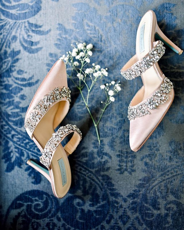 Love these bridal shoes! And the bottoms were the prettiest blue