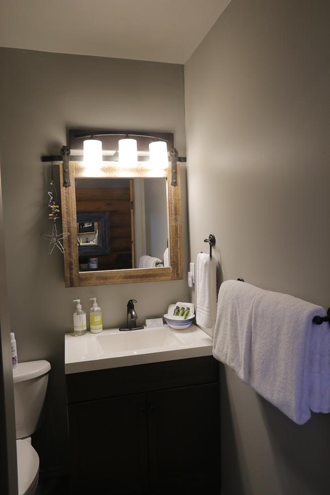 bathroom 4844-1.jpg
