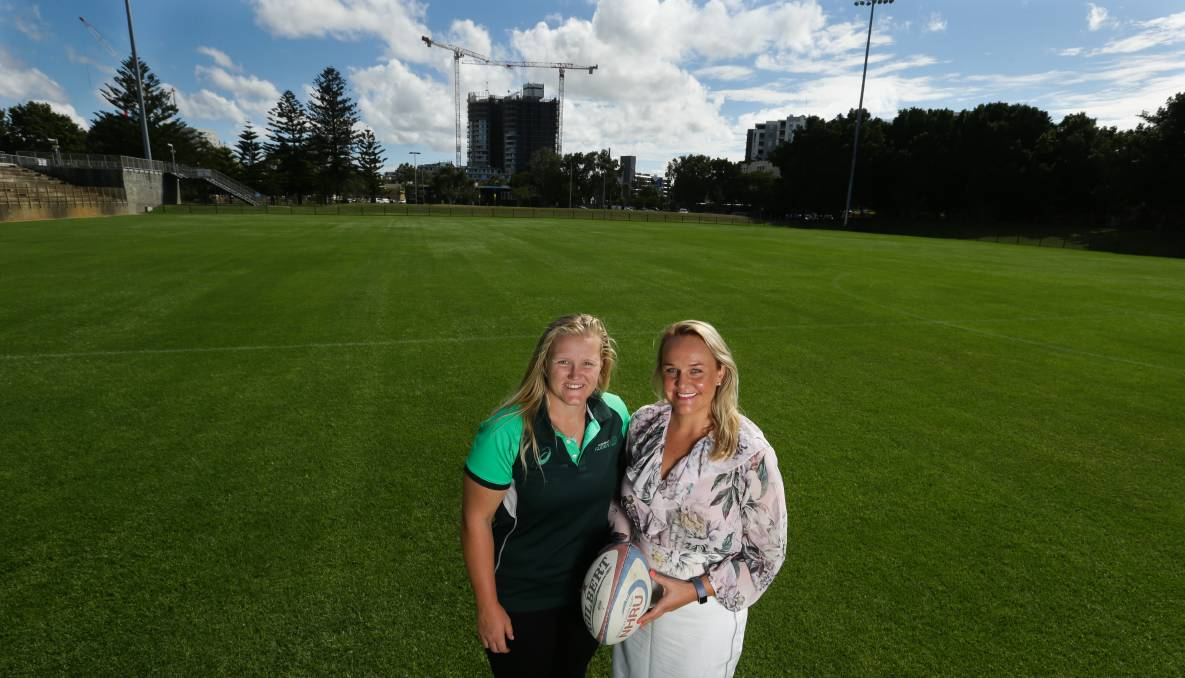 Wallaroo Emily Robinson with Newcastle Lord Mayor Nuatali Nelmes. The women's national rugby union team will play Japan at No.2 Sportsground in July.
