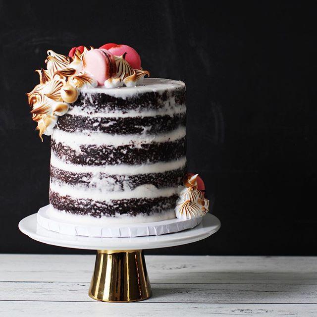 Delicious. Simple. Elegant. Naked. That's all. . . . . . #nakedcake #cakestagram #feedfeedbaking @thefeedfeed.baking @thefeedfeed.chocolate #thefeedfeed #cake #chocolatecake #thebakefeed @thebakefeed #bakefromscratch #cakedecorating #buzzfeedfood #mywilliamssonoma #f52grams #abmlifeissweet #meringue #huffposttaste #prettyfood #thatsdarling #bakersofinstagram #imsomartha #pursuepretty #chocolate