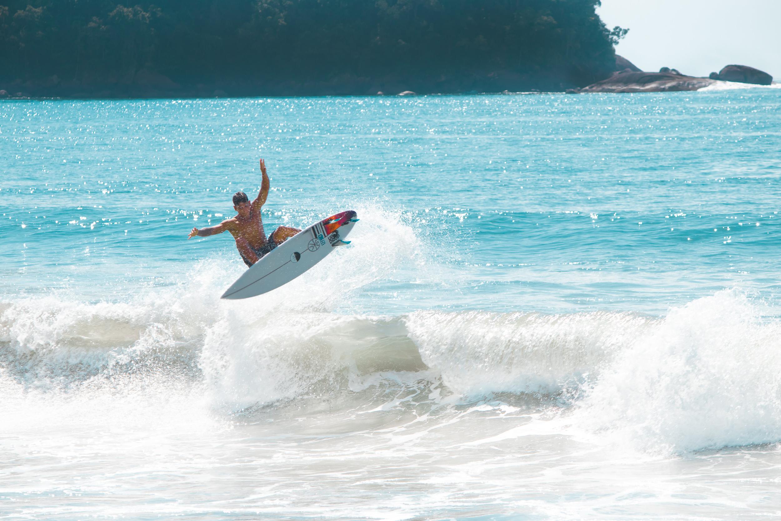 Estrela do Litoral Norte - Wesley Leite nasceu e aprendeu a surfar em Ubatuba.