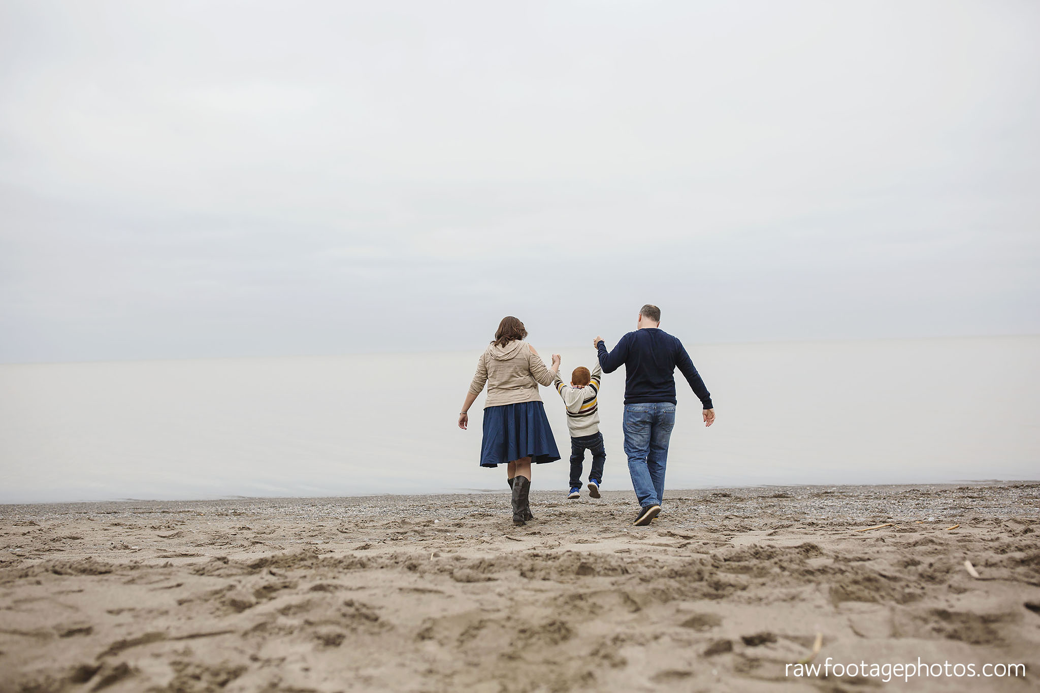 london_ontario_family_photographer-port_stanley_photography-raw_footage_photography-family_photos-beach_photos-fall_family_photos-lifestyle_family_photography-candid_photographer004.jpg