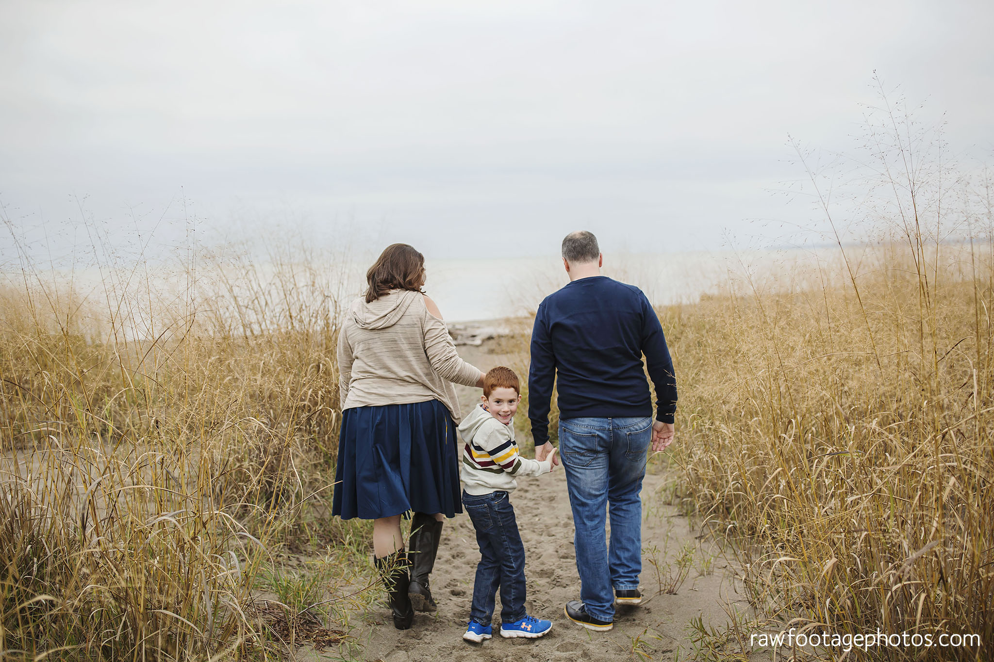 london_ontario_family_photographer-port_stanley_photography-raw_footage_photography-family_photos-beach_photos-fall_family_photos-lifestyle_family_photography-candid_photographer009.jpg