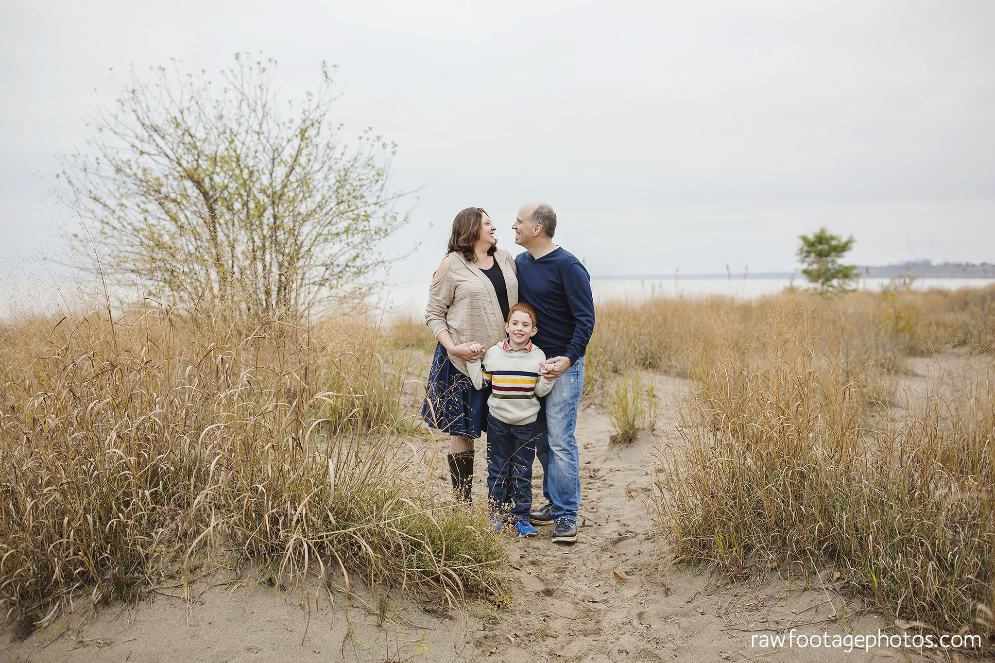 london_ontario_family_photographer-port_stanley_photography-raw_footage_photography-family_photos-beach_photos-fall_family_photos-lifestyle_family_photography-candid_photographer008.jpg