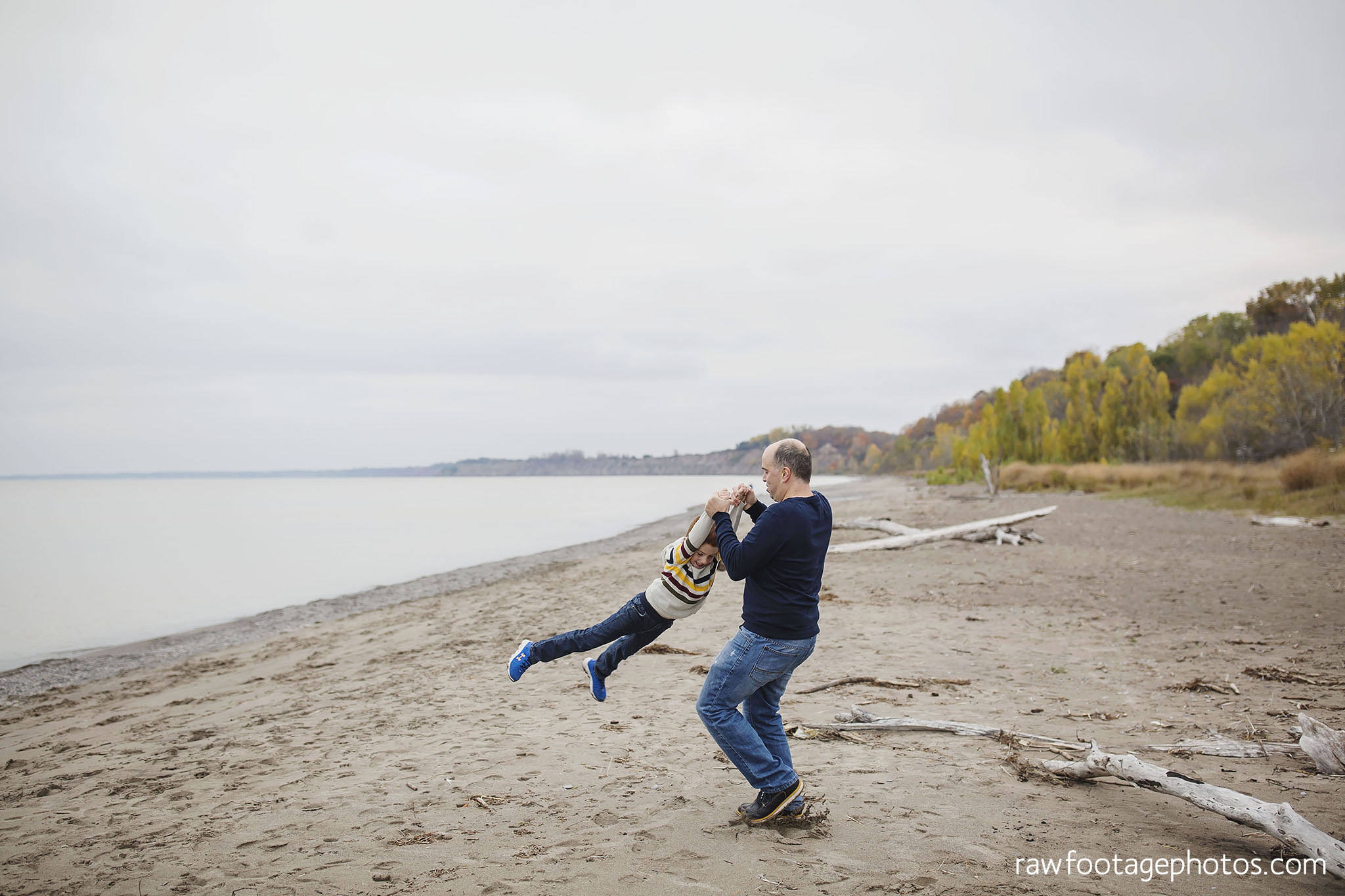 london_ontario_family_photographer-port_stanley_photography-raw_footage_photography-family_photos-beach_photos-fall_family_photos-lifestyle_family_photography-candid_photographer010.jpg