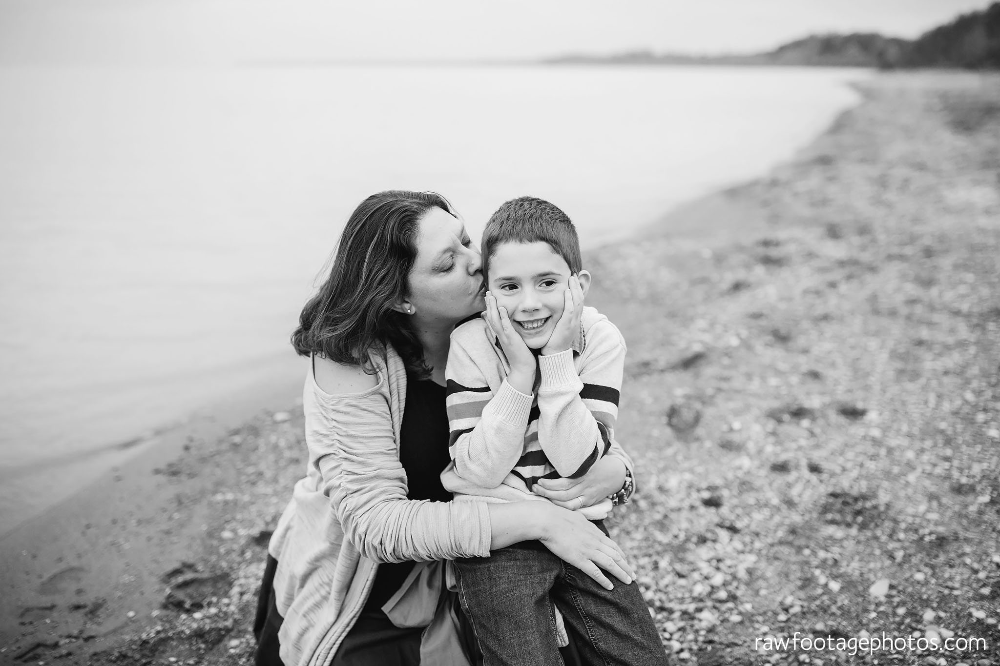 london_ontario_family_photographer-port_stanley_photography-raw_footage_photography-family_photos-beach_photos-fall_family_photos-lifestyle_family_photography-candid_photographer016.jpg