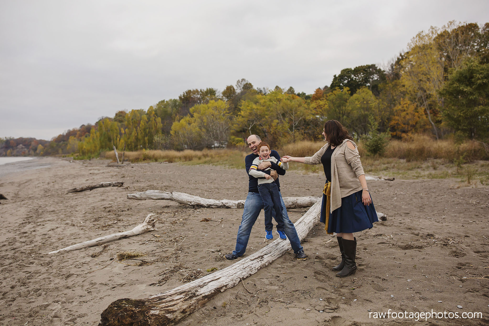 london_ontario_family_photographer-port_stanley_photography-raw_footage_photography-family_photos-beach_photos-fall_family_photos-lifestyle_family_photography-candid_photographer018.jpg