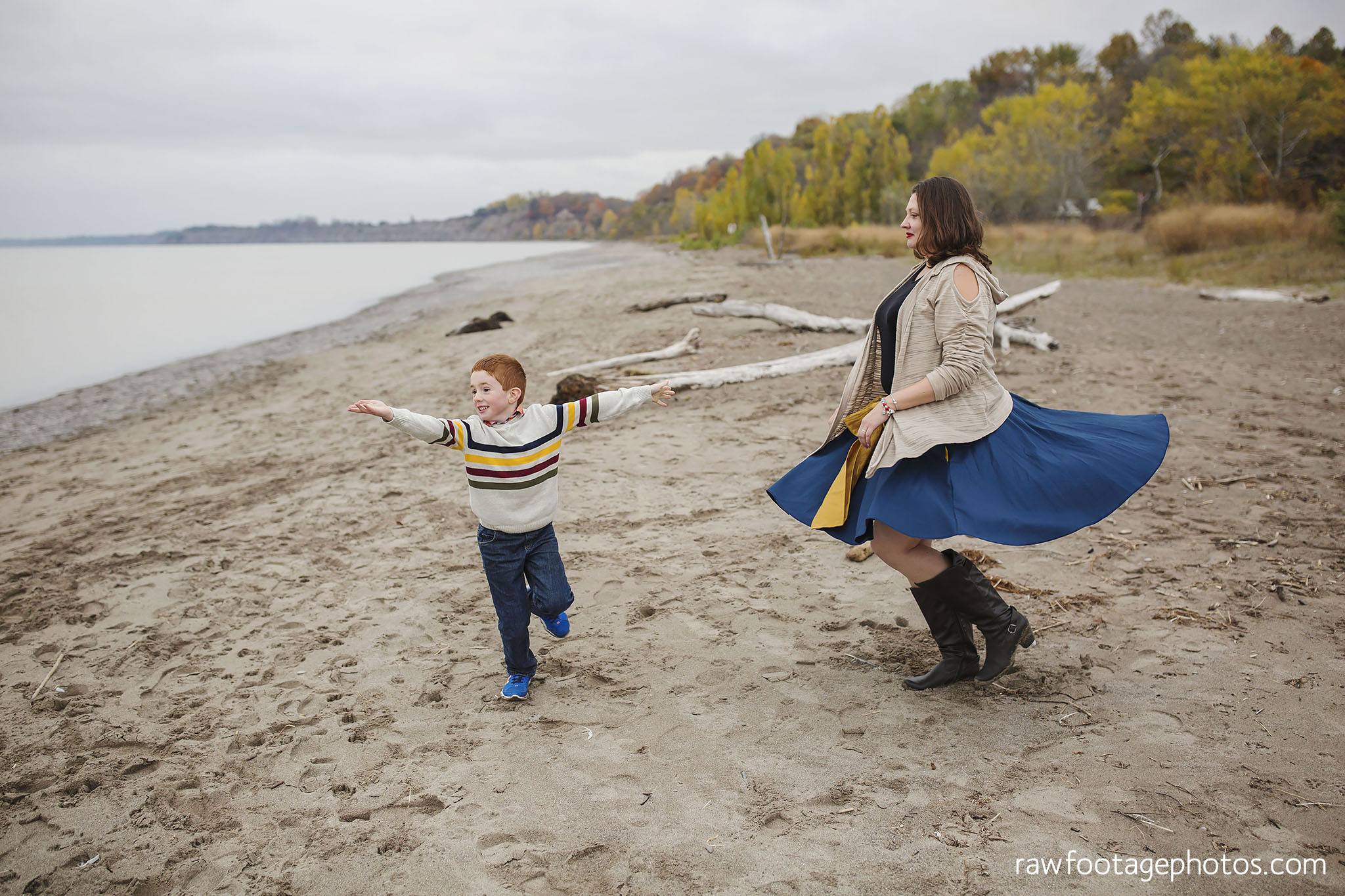 london_ontario_family_photographer-port_stanley_photography-raw_footage_photography-family_photos-beach_photos-fall_family_photos-lifestyle_family_photography-candid_photographer026.jpg