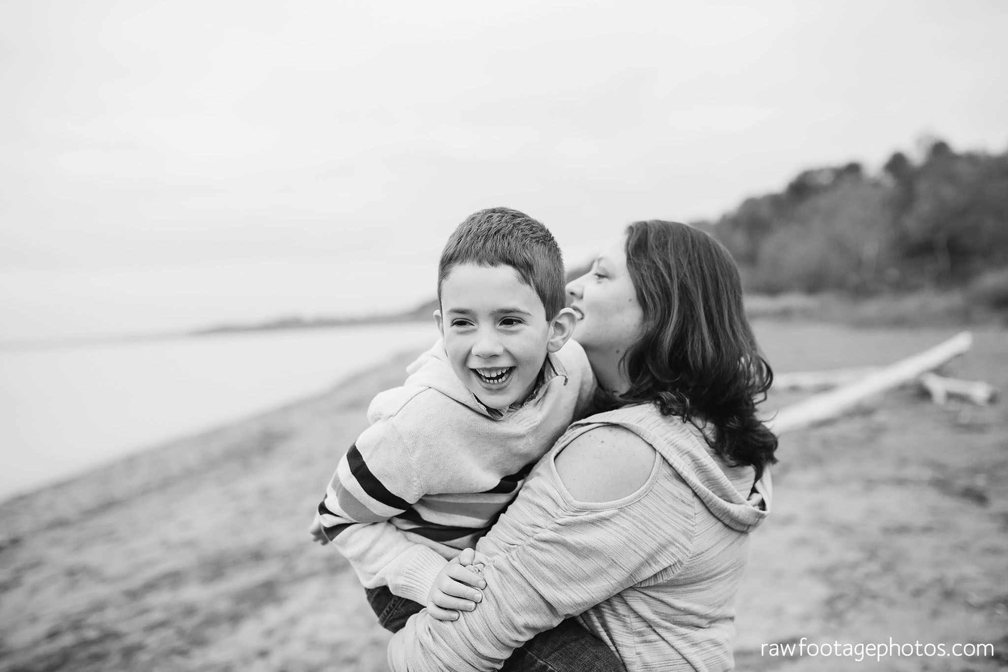 london_ontario_family_photographer-port_stanley_photography-raw_footage_photography-family_photos-beach_photos-fall_family_photos-lifestyle_family_photography-candid_photographer028.jpg