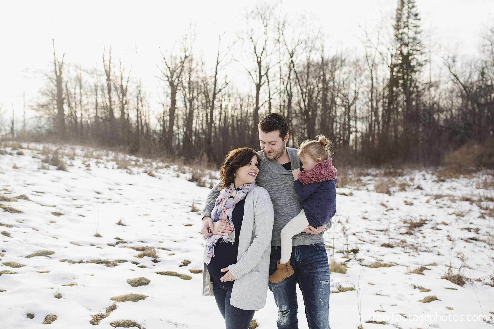 London_Ontario_Maternity_Photographer-Maternity_Session-Family_Photography-Winter_Photos-Raw_Footage_Photography003.jpg