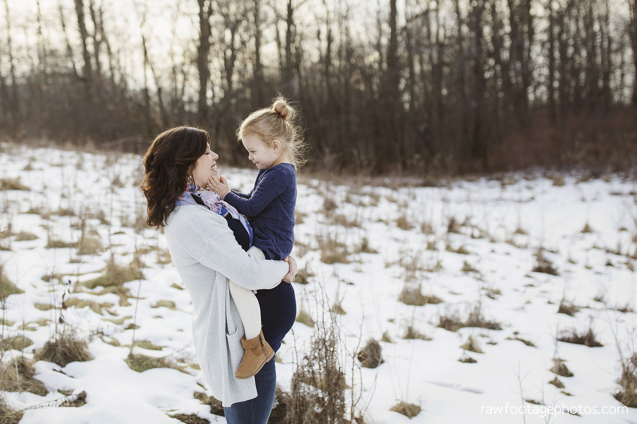 London_Ontario_Maternity_Photographer-Maternity_Session-Family_Photography-Winter_Photos-Raw_Footage_Photography010.jpg