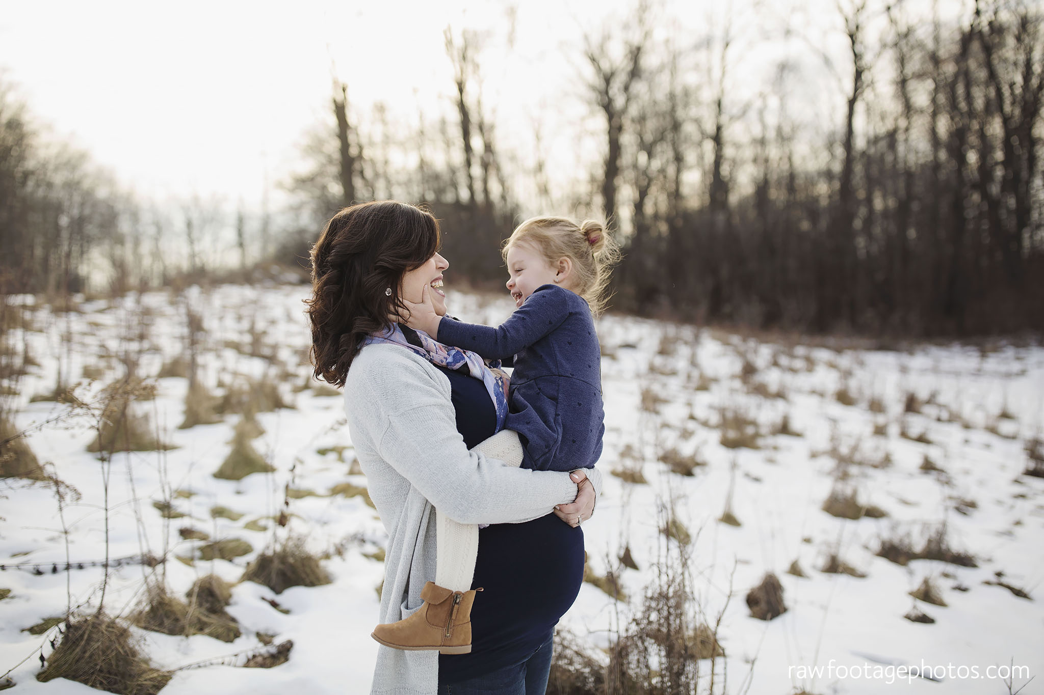 London_Ontario_Maternity_Photographer-Maternity_Session-Family_Photography-Winter_Photos-Raw_Footage_Photography011.jpg