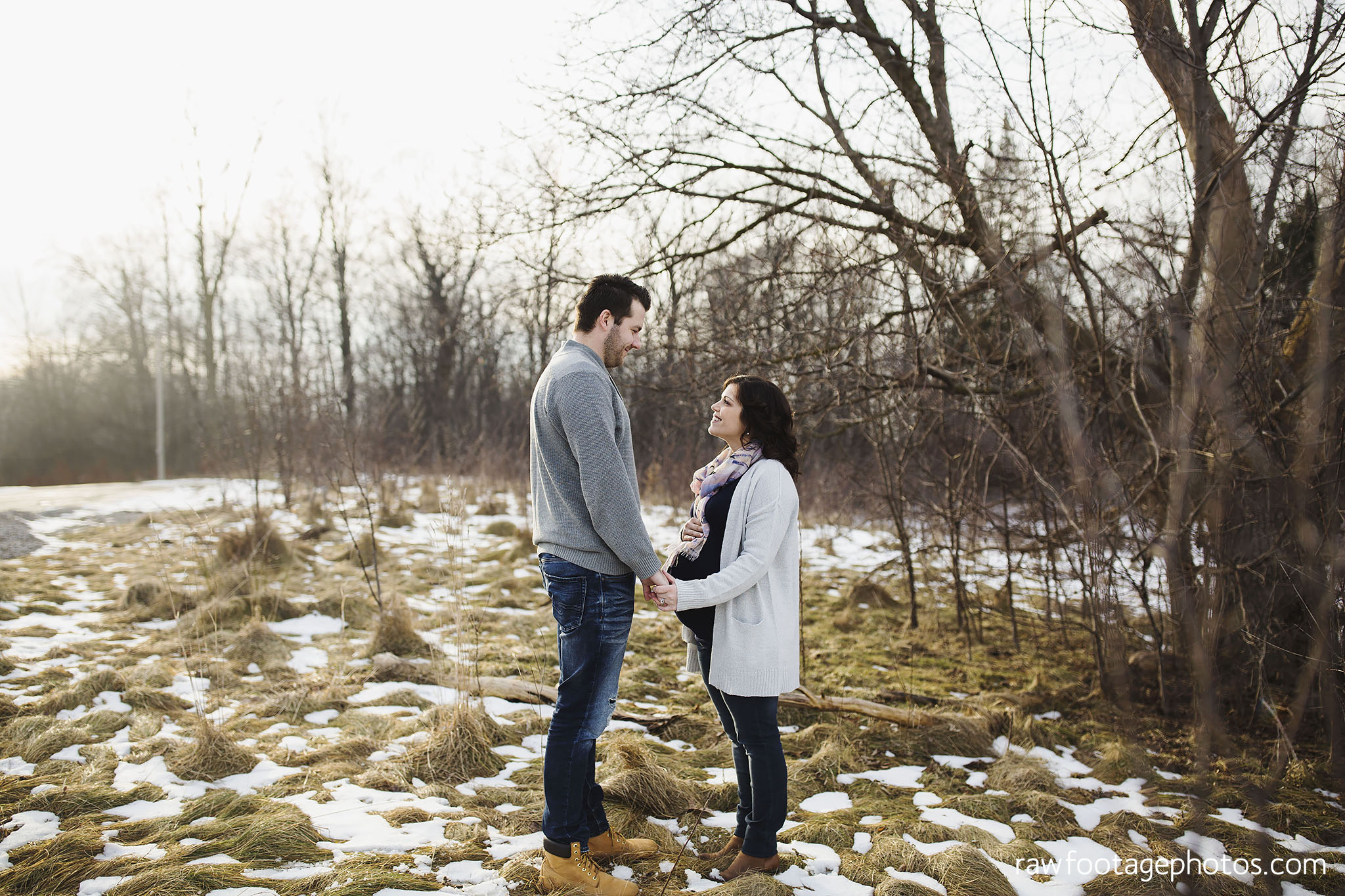 London_Ontario_Maternity_Photographer-Maternity_Session-Family_Photography-Winter_Photos-Raw_Footage_Photography021.jpg