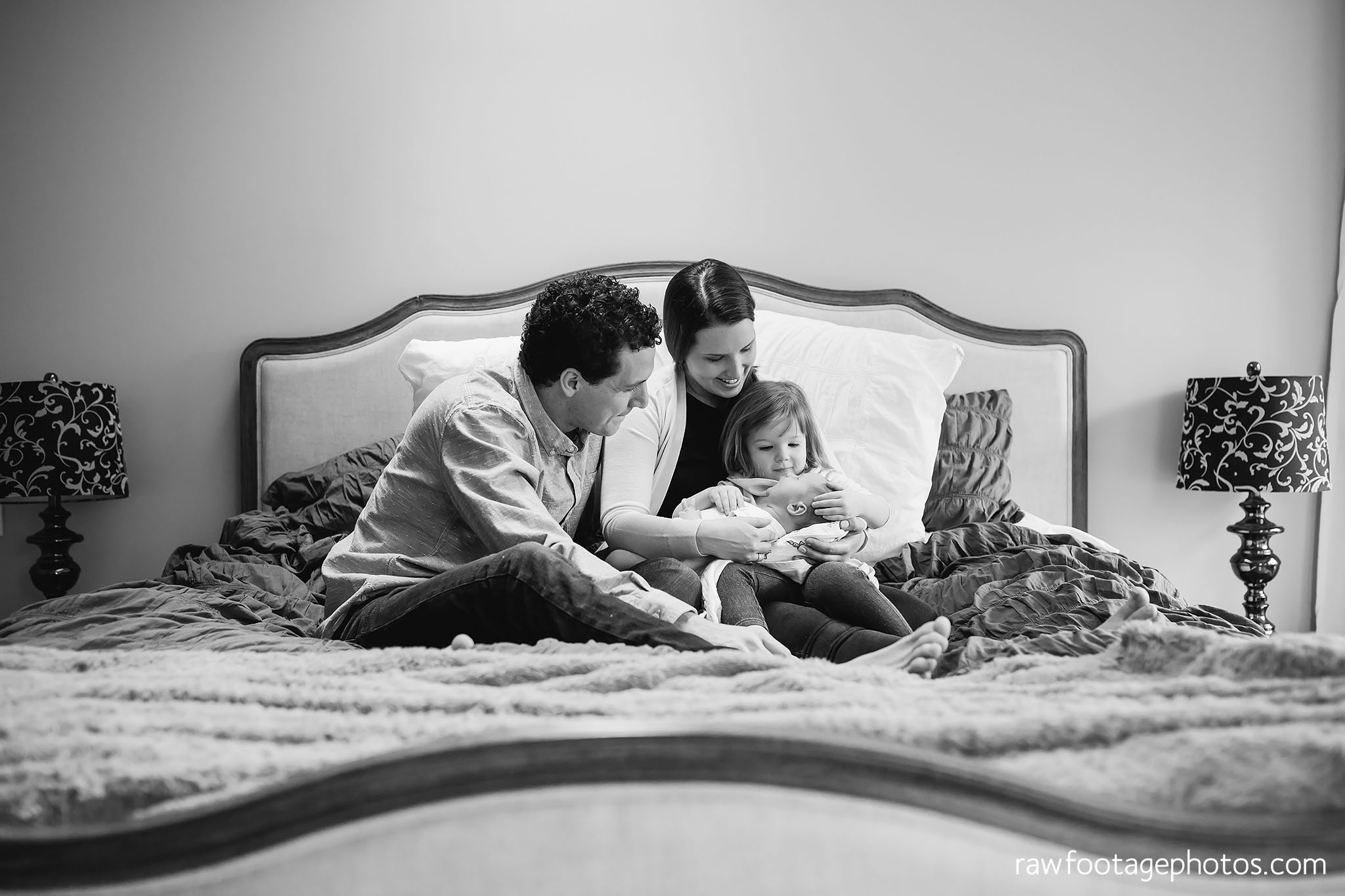 london_ontario_newborn_photographer-lifestyle_newborn_photography-in_home_newborn_session-raw_footage_photography002.jpg