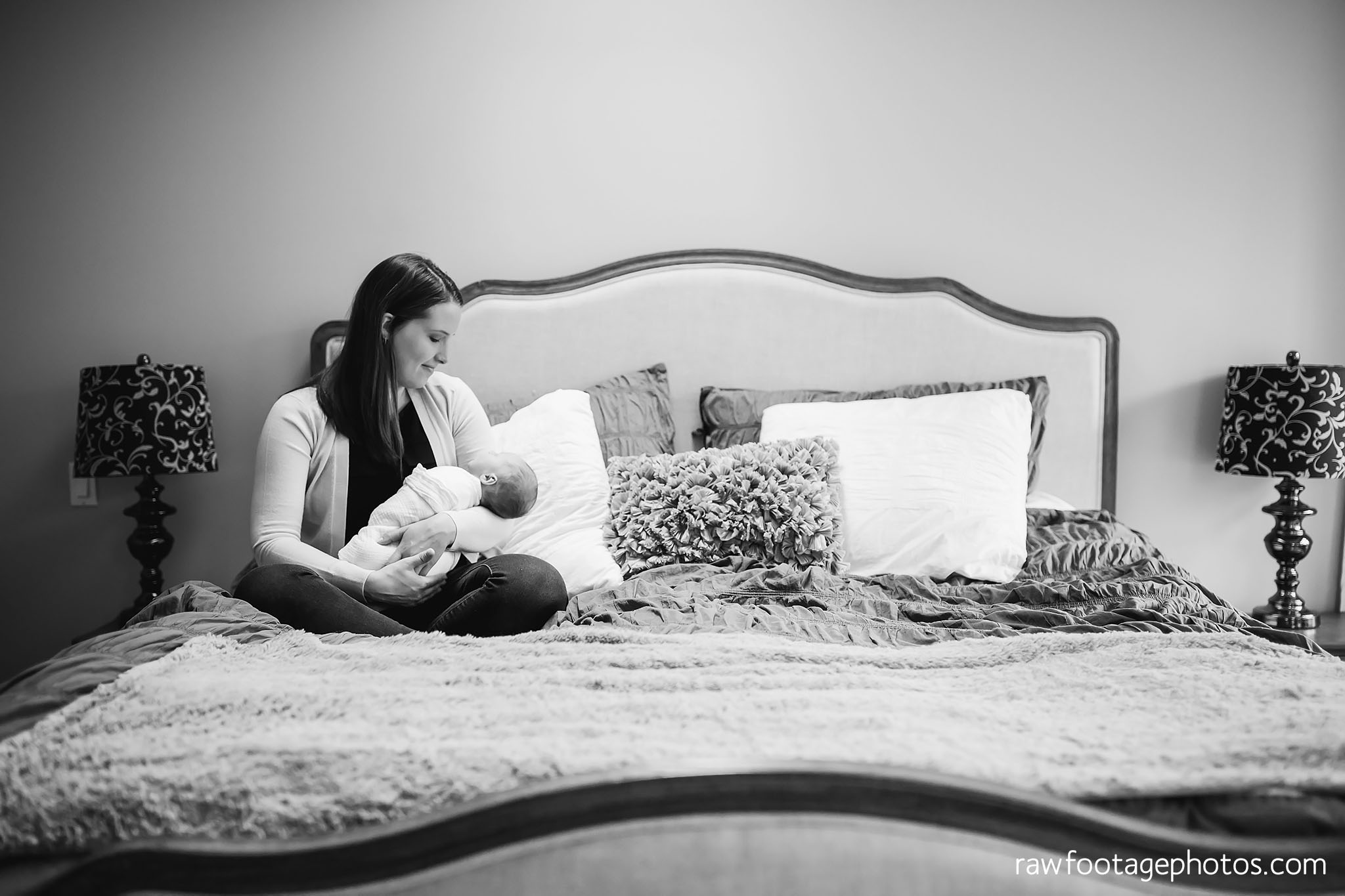 london_ontario_newborn_photographer-lifestyle_newborn_photography-in_home_newborn_session-raw_footage_photography007.jpg