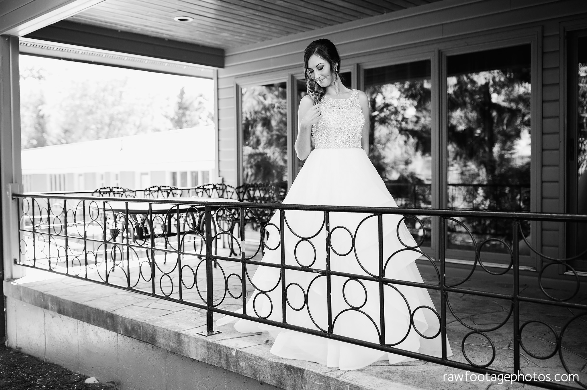london_ontario_wedding_photographer-grand_bend_wedding_photographer-oakwood_resort_wedding-beach_wedding-sunset_wedding-raw_footage_photography029.jpg