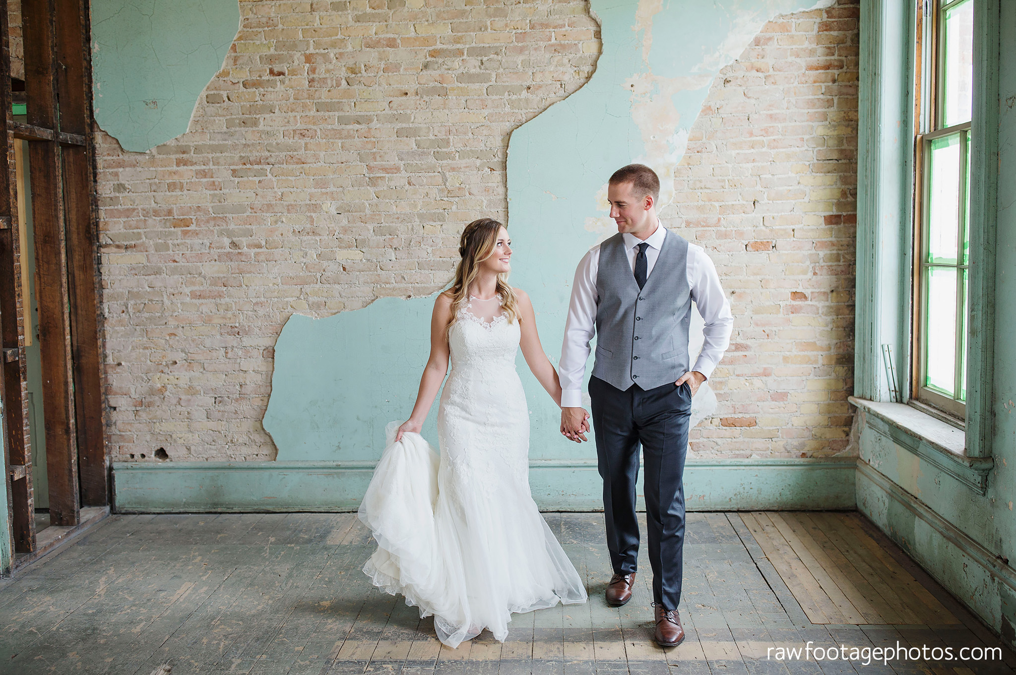 london_ontario_wedding_photographer-caso_train_station_wedding-st_thomas_photographer-raw_footage_photography007.jpg