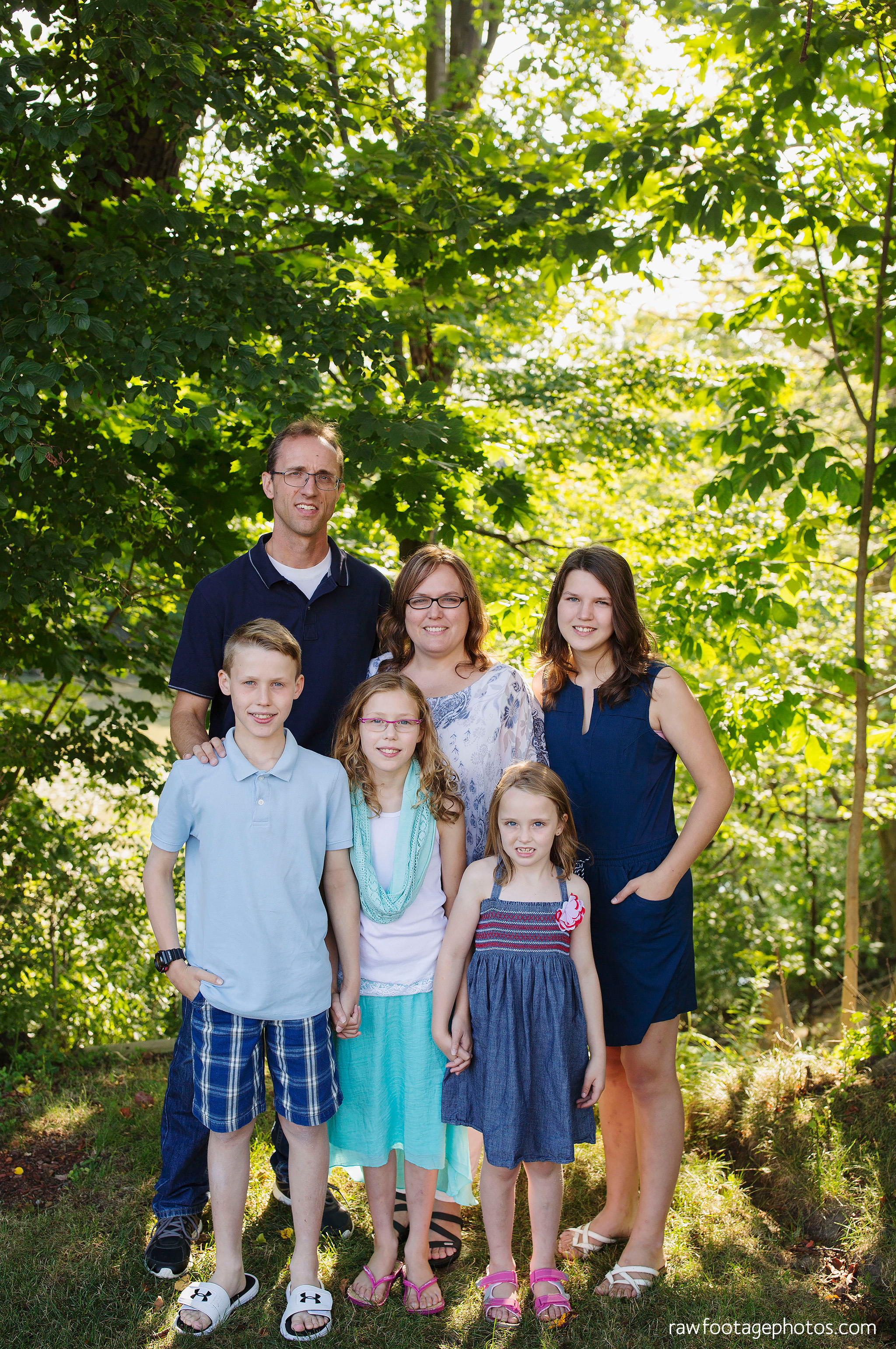 london_ontario_extended_family_backyard_session-raw_footage_photography023.jpg