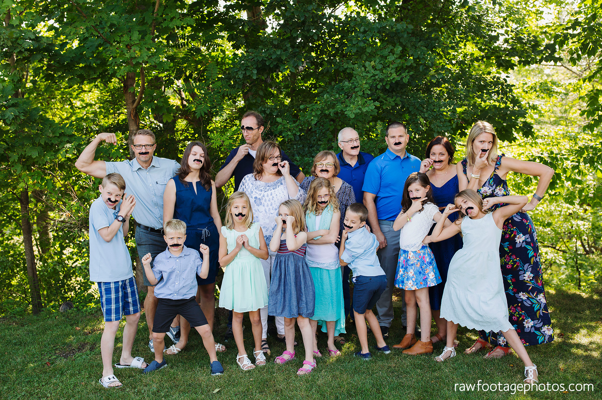 london_ontario_extended_family_backyard_session-raw_footage_photography028.jpg
