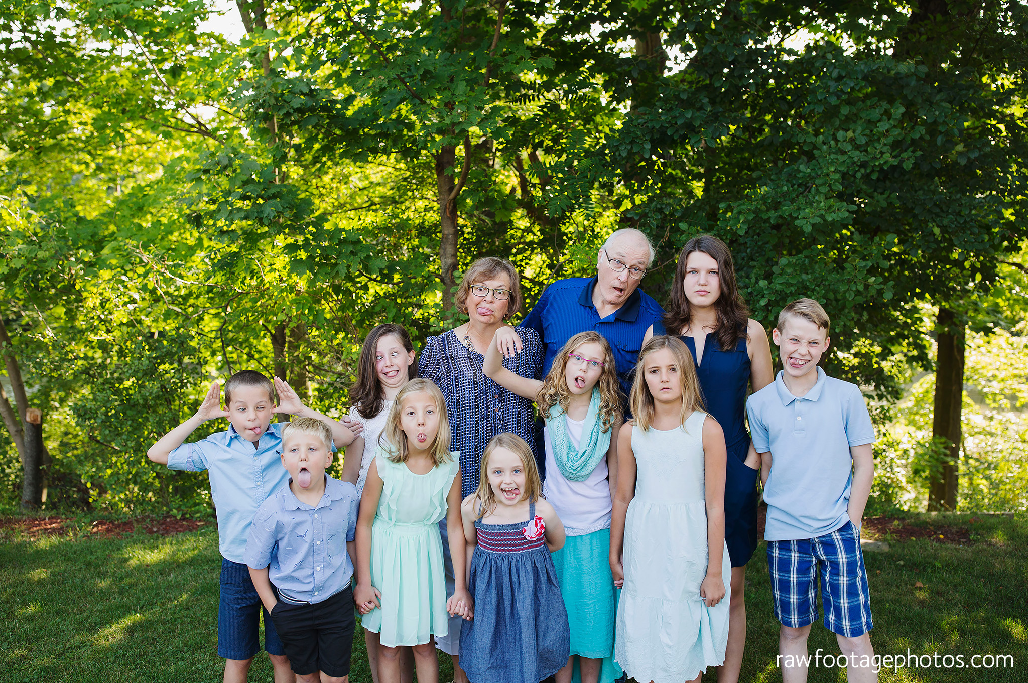 london_ontario_extended_family_backyard_session-raw_footage_photography020.jpg