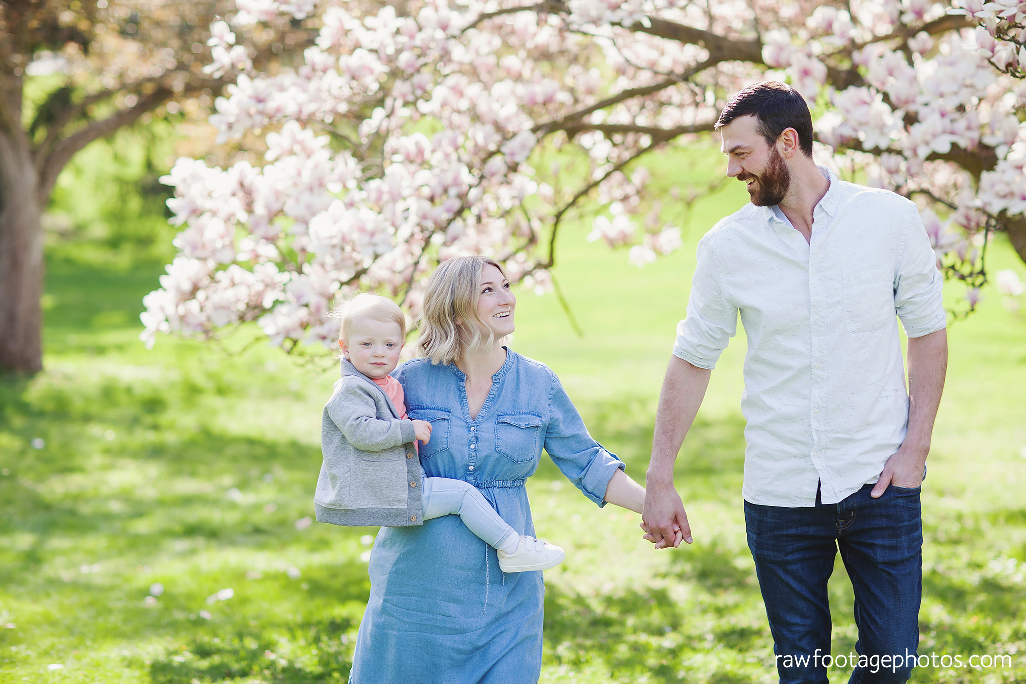 london_ontario_family_photographer-raw_footage_photography-spring_blossom_mini_sessions-magnolia-springbank_park013.jpg