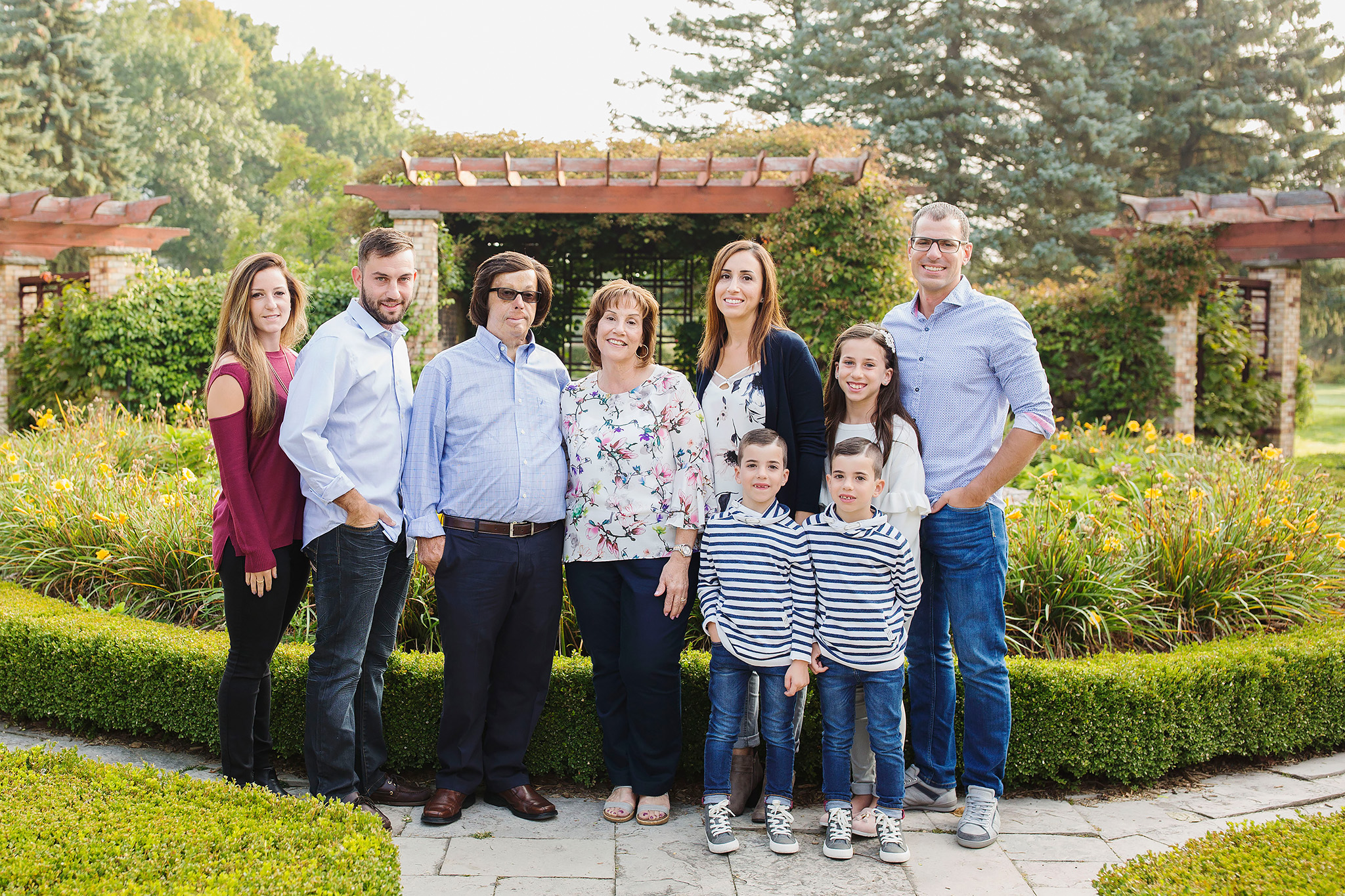 london_ontario_family_photographer-civic_gardens_extended_family_session-raw_footage_photography001.jpg