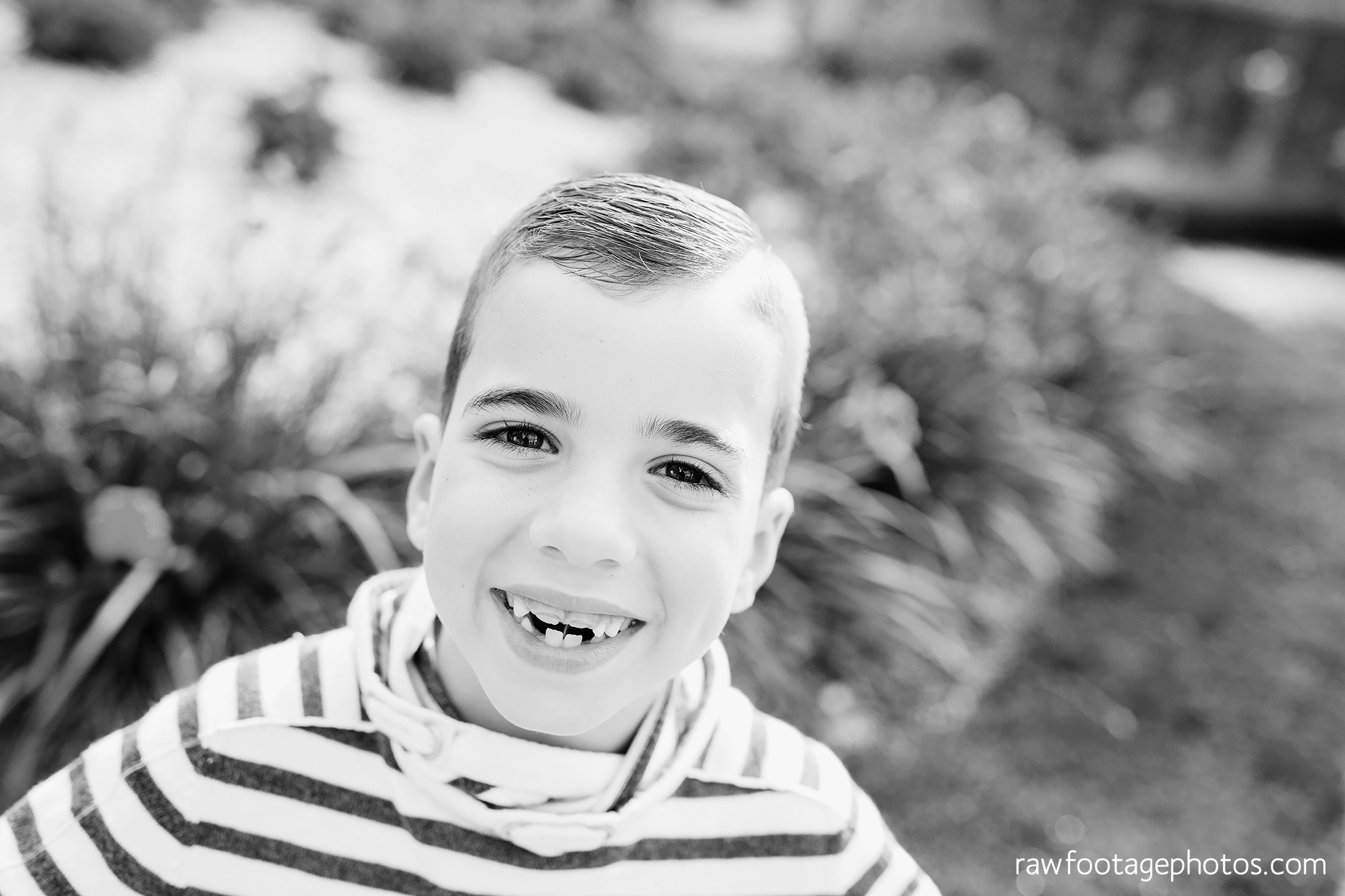 london_ontario_family_photographer-civic_gardens_extended_family_session-raw_footage_photography016.jpg