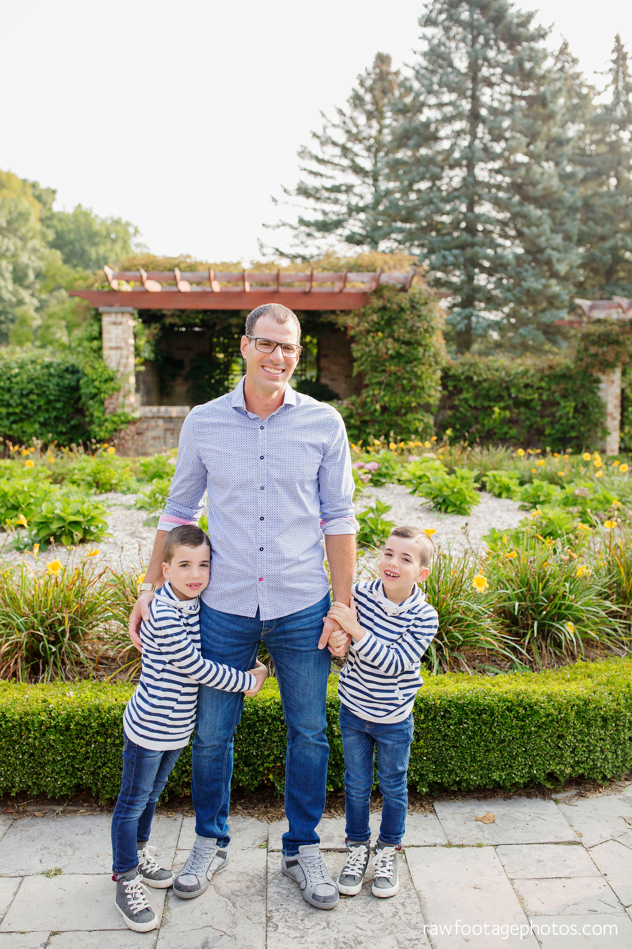 london_ontario_family_photographer-civic_gardens_extended_family_session-raw_footage_photography014.jpg