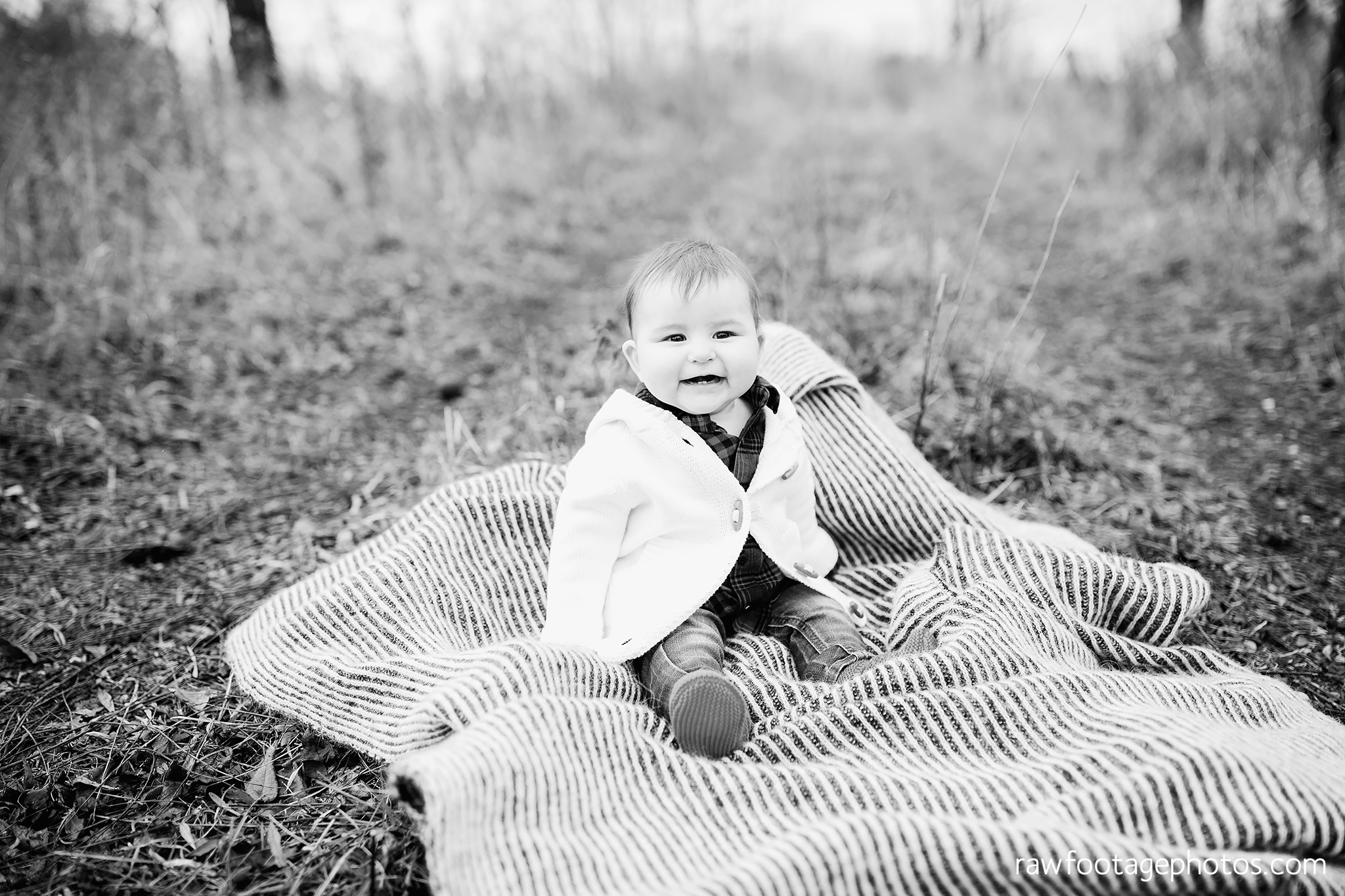 london_ontario_family_session_greenhouse-train_bridge-baby_girl-dog-raw_footage_photography013.jpg