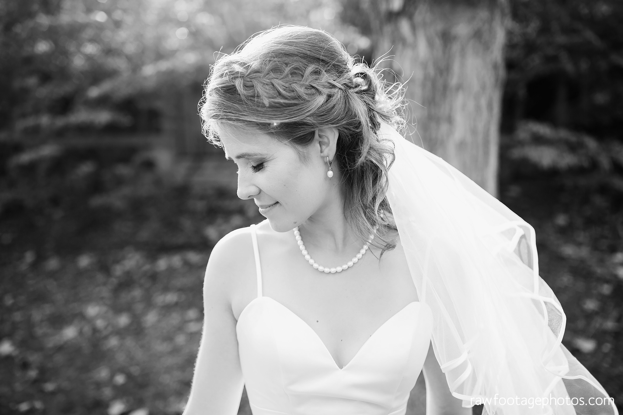 london_ontario_wedding_photographer-civic_gardens-springbank_park-succulent_bouquet-fall_wedding-bridge-raw_footage_photography015.jpg