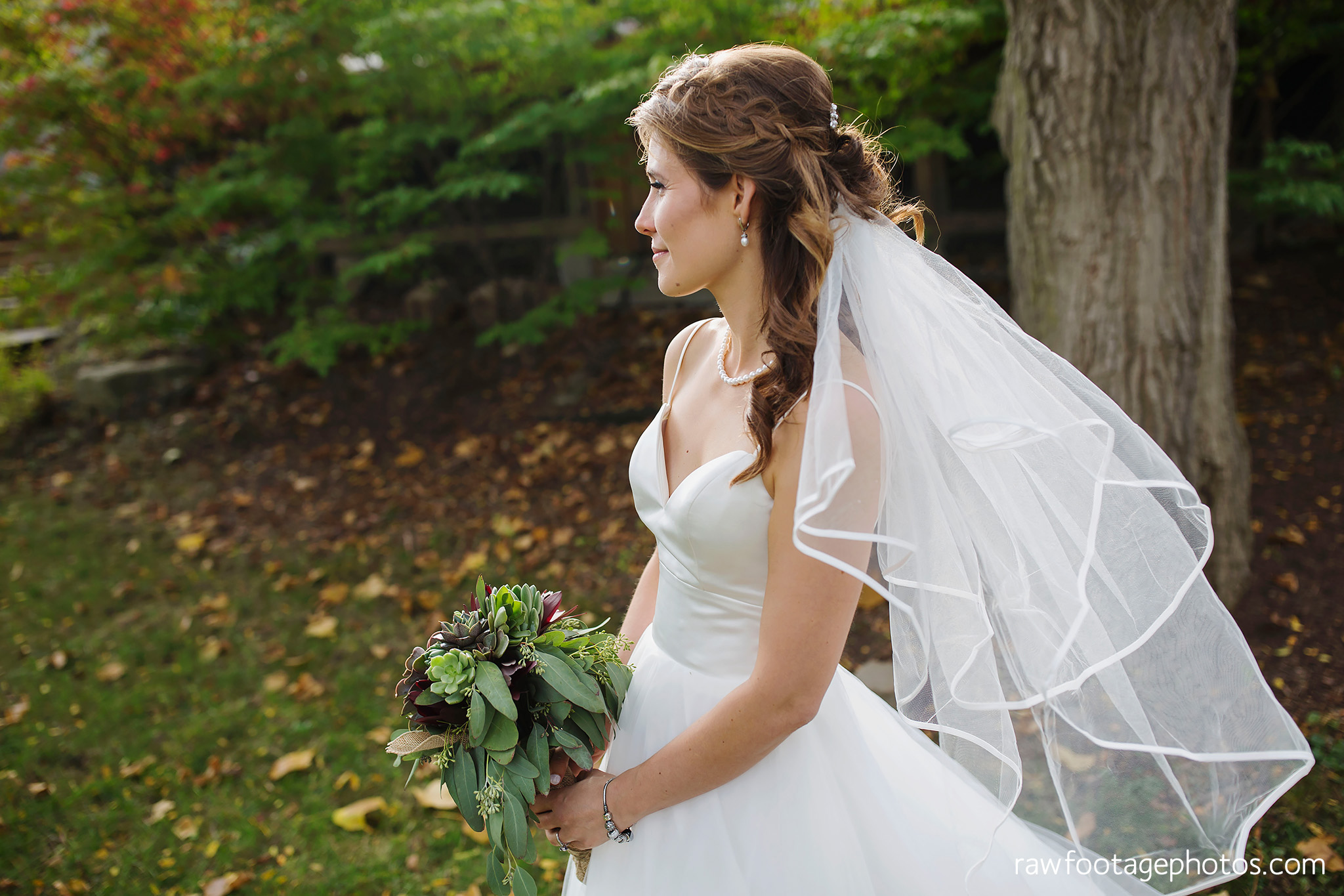 london_ontario_wedding_photographer-civic_gardens-springbank_park-succulent_bouquet-fall_wedding-bridge-raw_footage_photography019.jpg