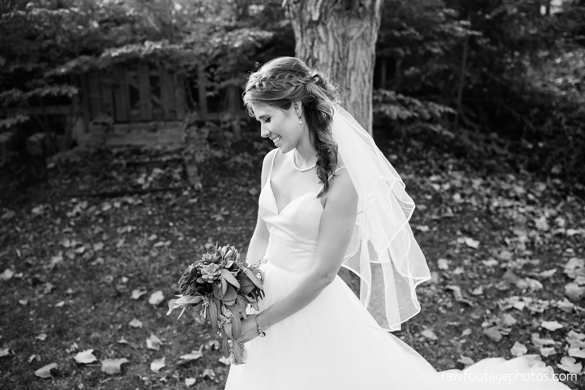 london_ontario_wedding_photographer-civic_gardens-springbank_park-succulent_bouquet-fall_wedding-bridge-raw_footage_photography020.jpg