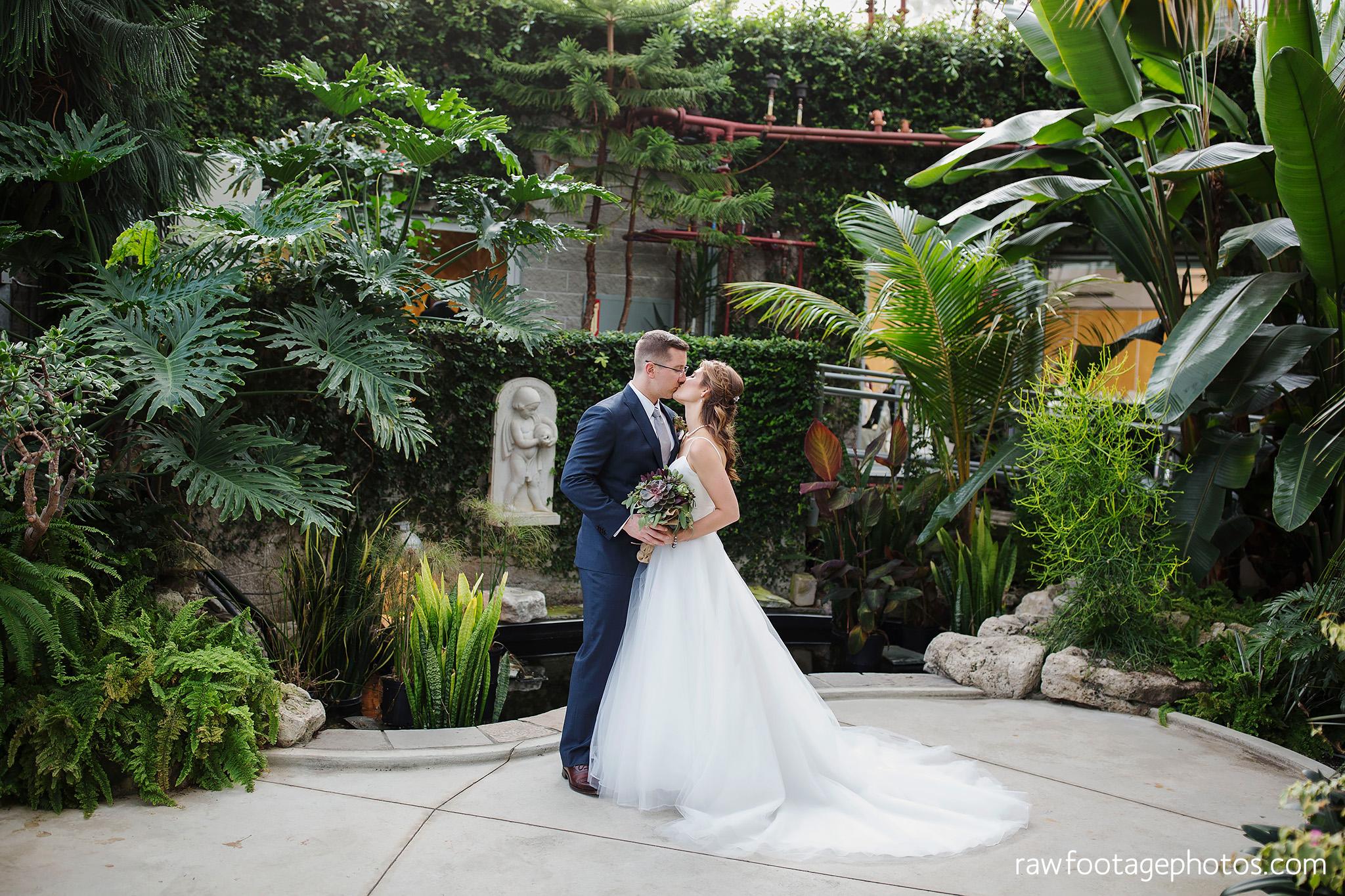 london_ontario_wedding_photographer-civic_gardens-springbank_park-succulent_bouquet-fall_wedding-bridge-raw_footage_photography046.jpg