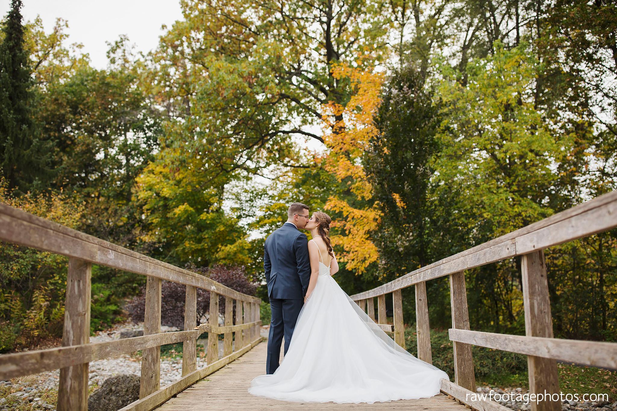 london_ontario_wedding_photographer-civic_gardens-springbank_park-succulent_bouquet-fall_wedding-bridge-raw_footage_photography060.jpg