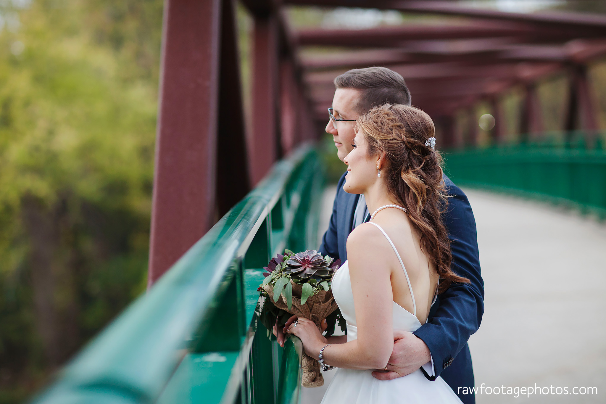london_ontario_wedding_photographer-civic_gardens-springbank_park-succulent_bouquet-fall_wedding-bridge-raw_footage_photography070.jpg