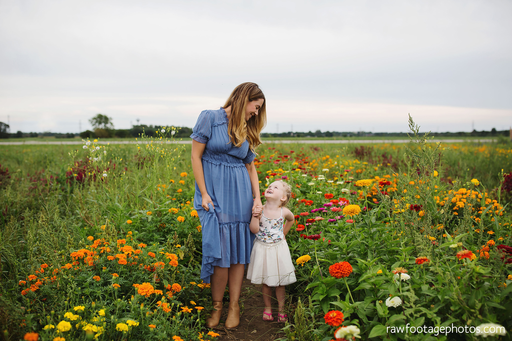 London_ontario_family_photographer-harris_flower_farm-flower_farm_minis-raw_footage_photography011.jpg