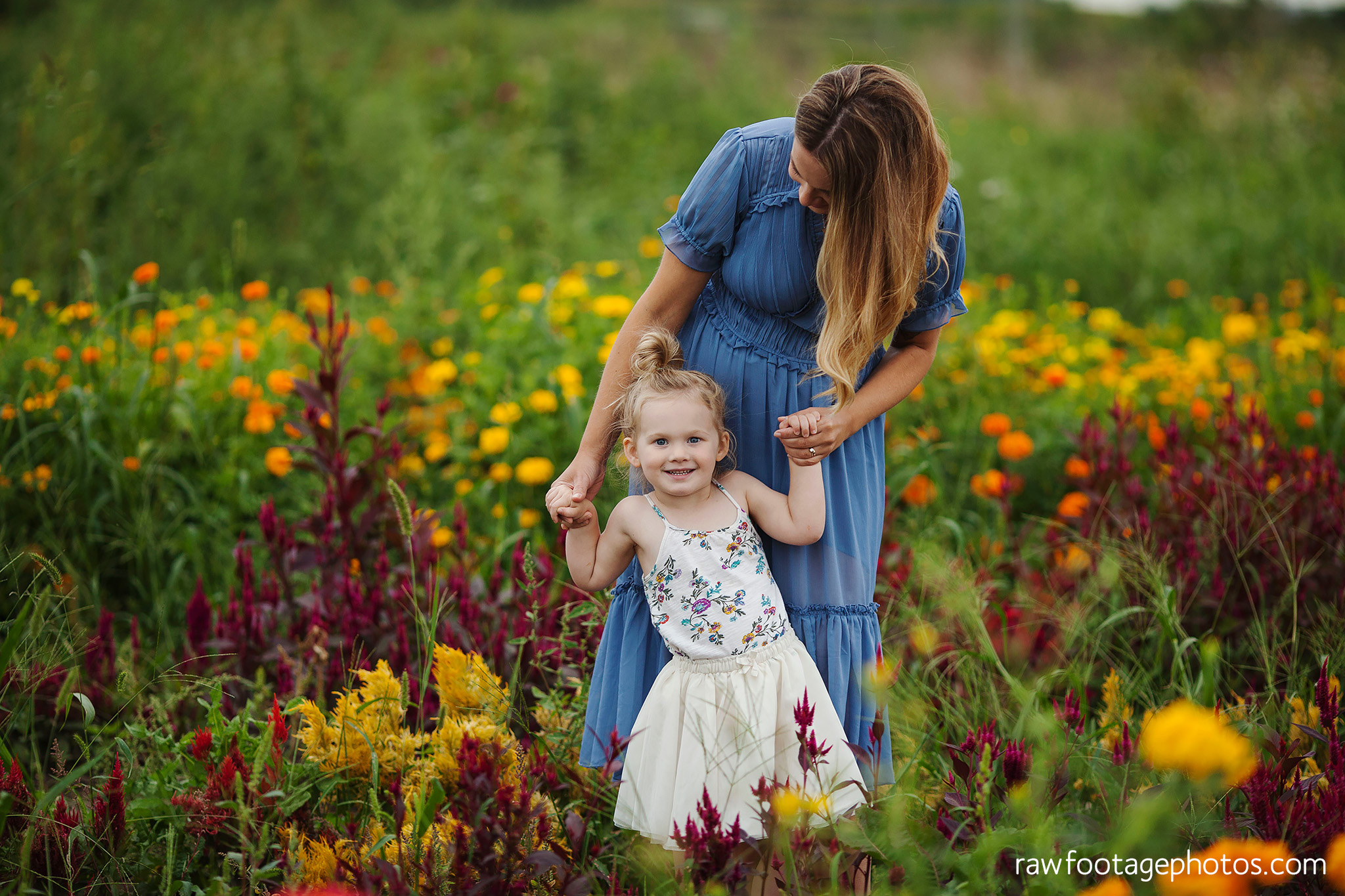 London_ontario_family_photographer-harris_flower_farm-flower_farm_minis-raw_footage_photography019.jpg