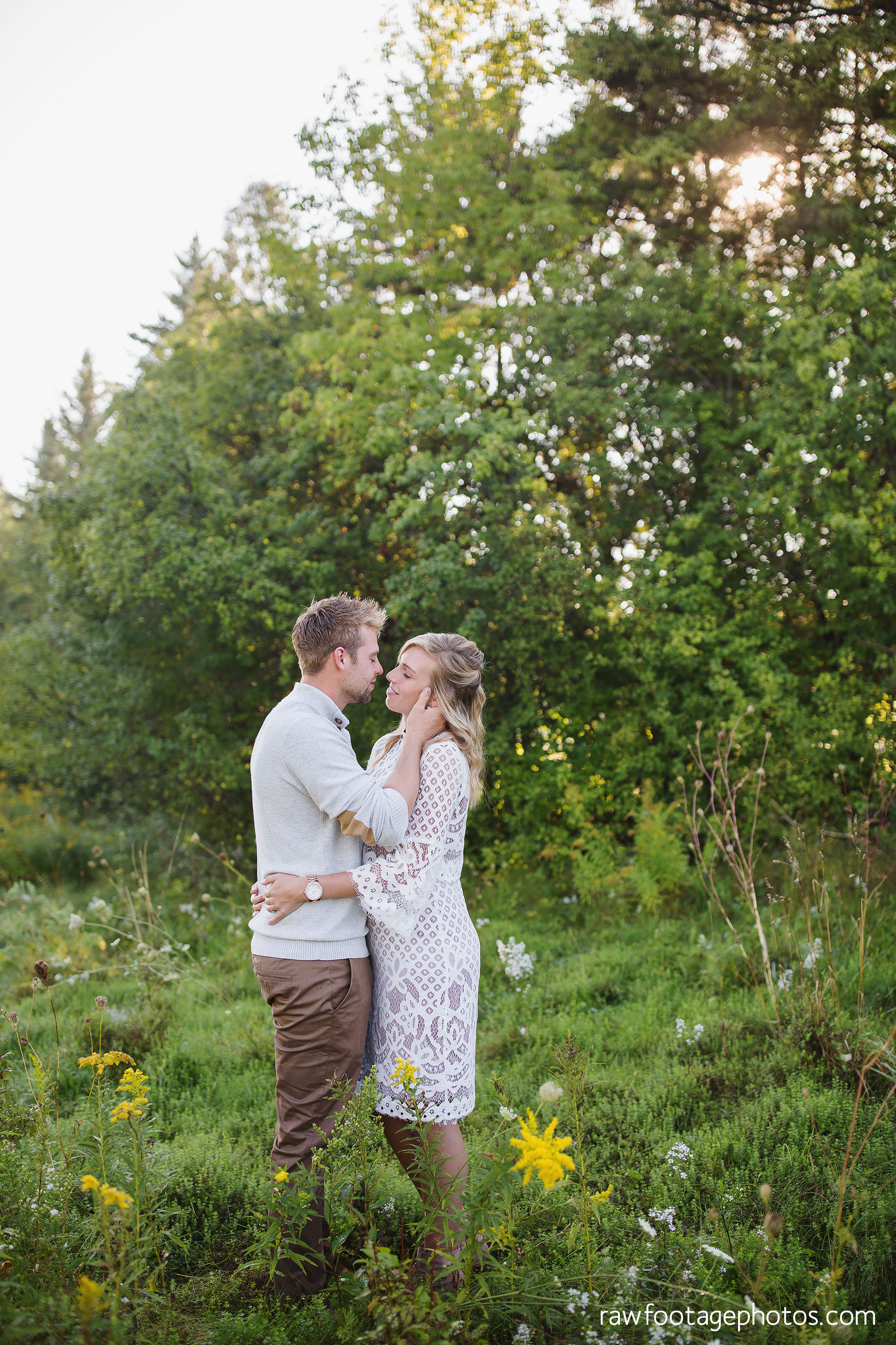 London_Ontario_Family_photographer-Fall_Minis-Woods-Forest-Nature-Candid-Lifestyle-Raw_Footage_Photography003.jpg