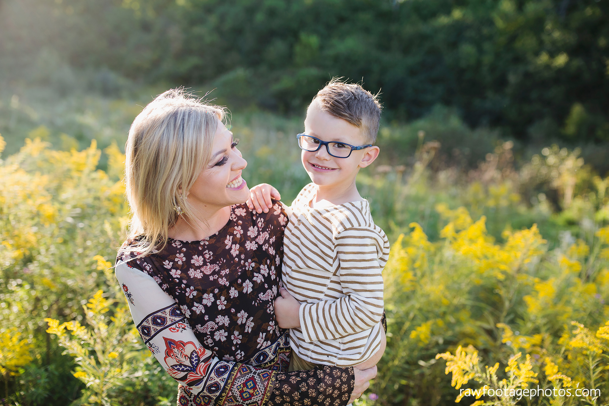 London_Ontario_Family_photographer-Fall_Minis-Woods-Forest-Nature-Candid-Lifestyle-Raw_Footage_Photography037.jpg