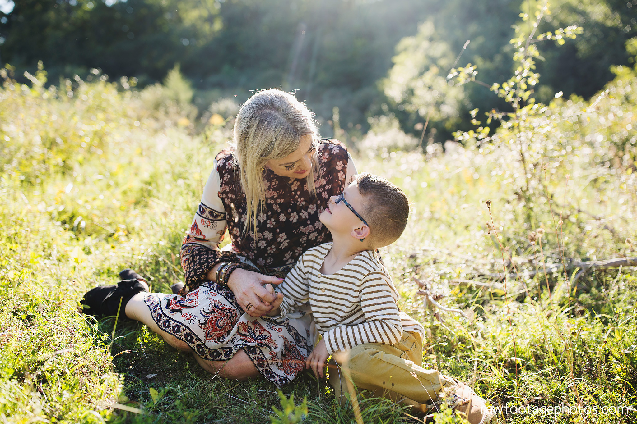 London_Ontario_Family_photographer-Fall_Minis-Woods-Forest-Nature-Candid-Lifestyle-Raw_Footage_Photography036.jpg