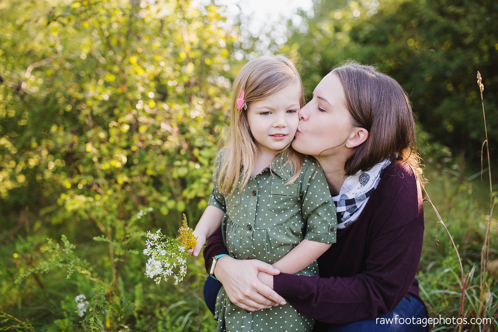 London_Ontario_Family_photographer-Fall_Minis-Woods-Forest-Nature-Candid-Lifestyle-Raw_Footage_Photography044.jpg