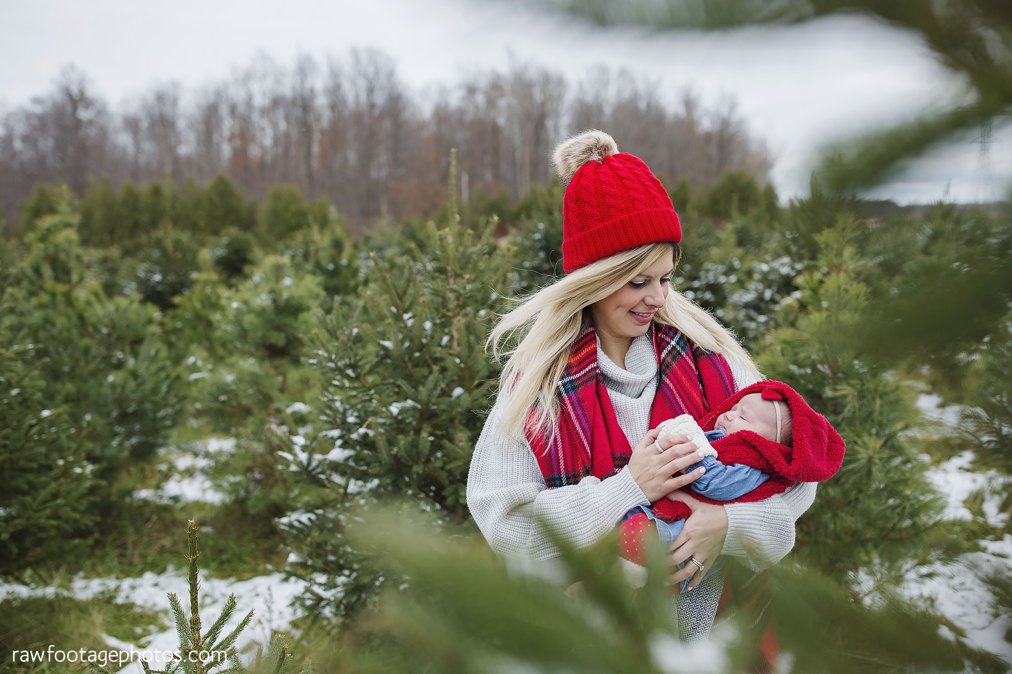 london_ontario_family_photographer-raw_footage_photography-tree_farm_minis-christmas_sessions-winter0011.jpg