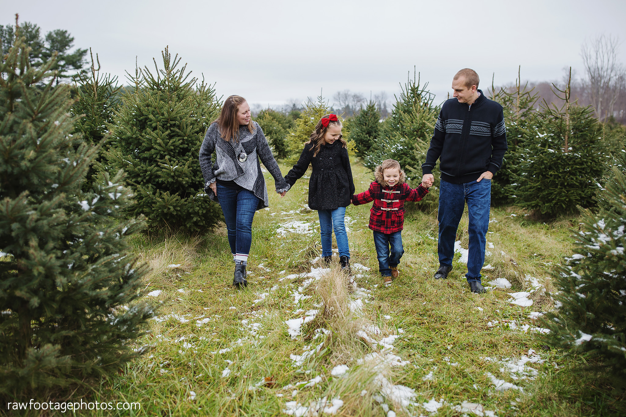 london_ontario_family_photographer-raw_footage_photography-tree_farm_minis-christmas_sessions-winter0026.jpg