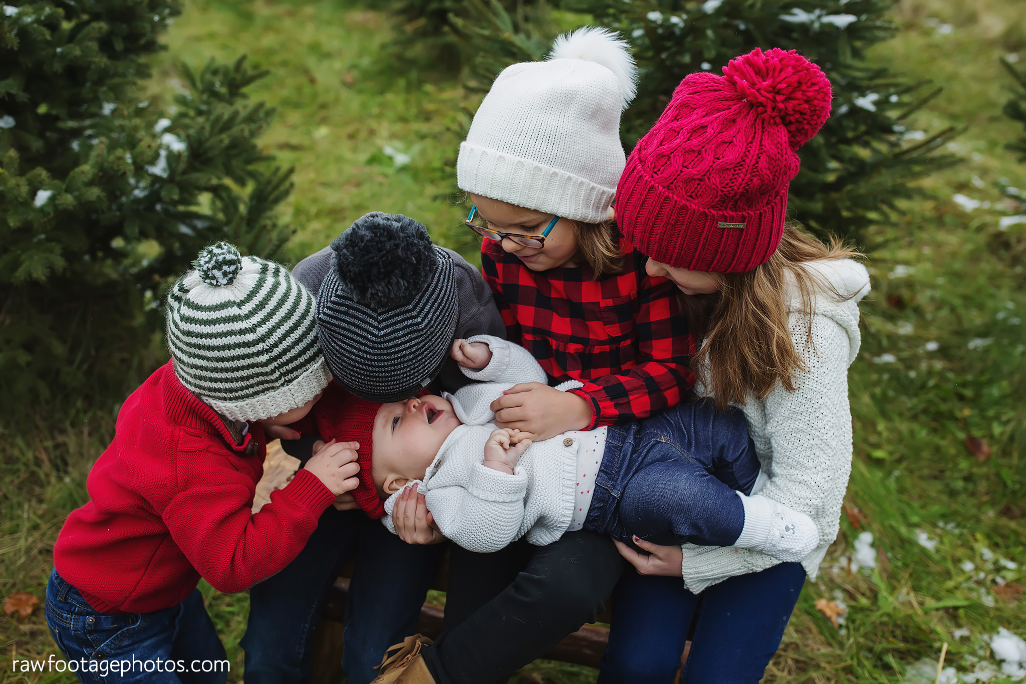 london_ontario_family_photographer-raw_footage_photography-tree_farm_minis-christmas_sessions-winter0035.jpg