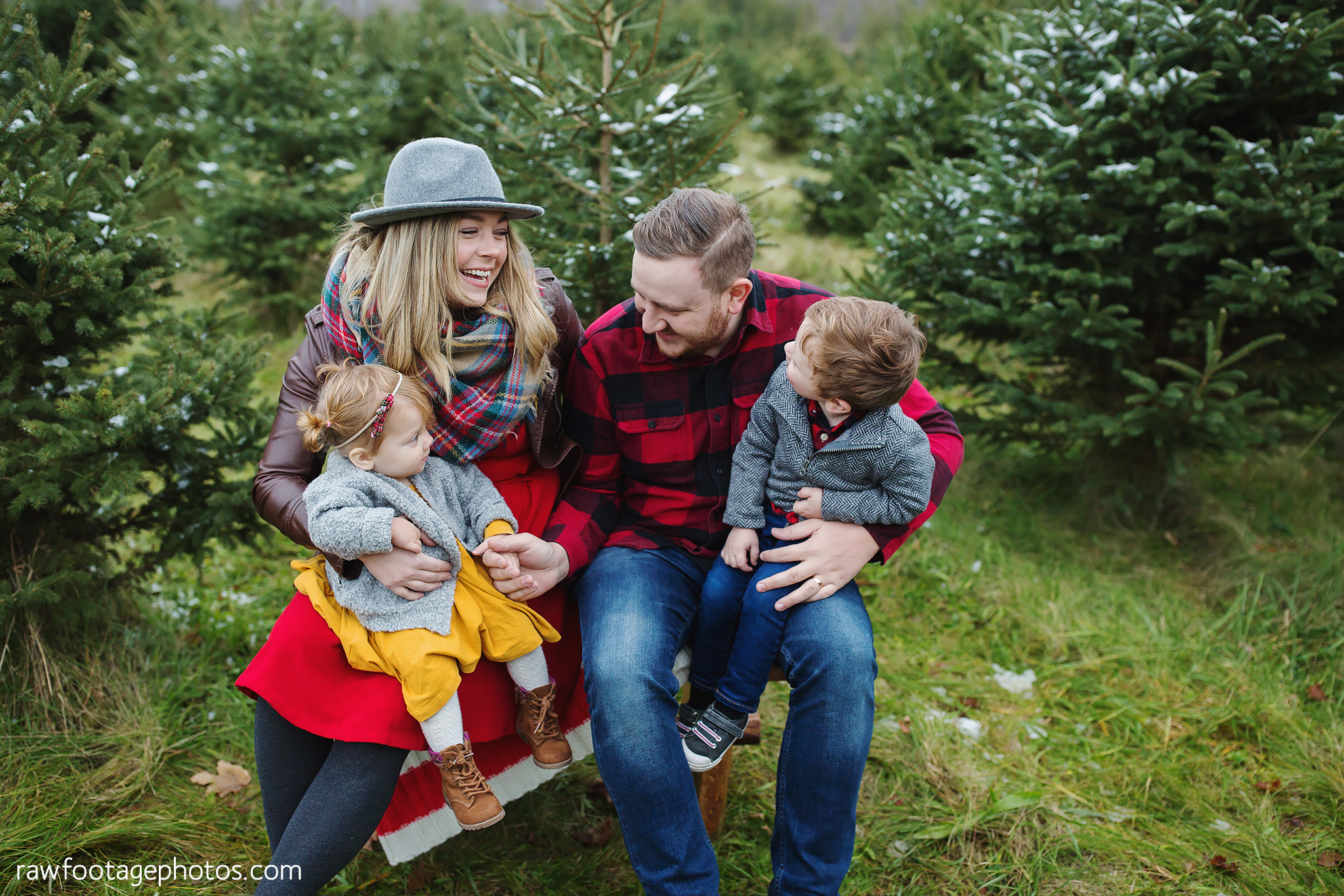 london_ontario_family_photographer-raw_footage_photography-tree_farm_minis-christmas_sessions-winter0041.jpg