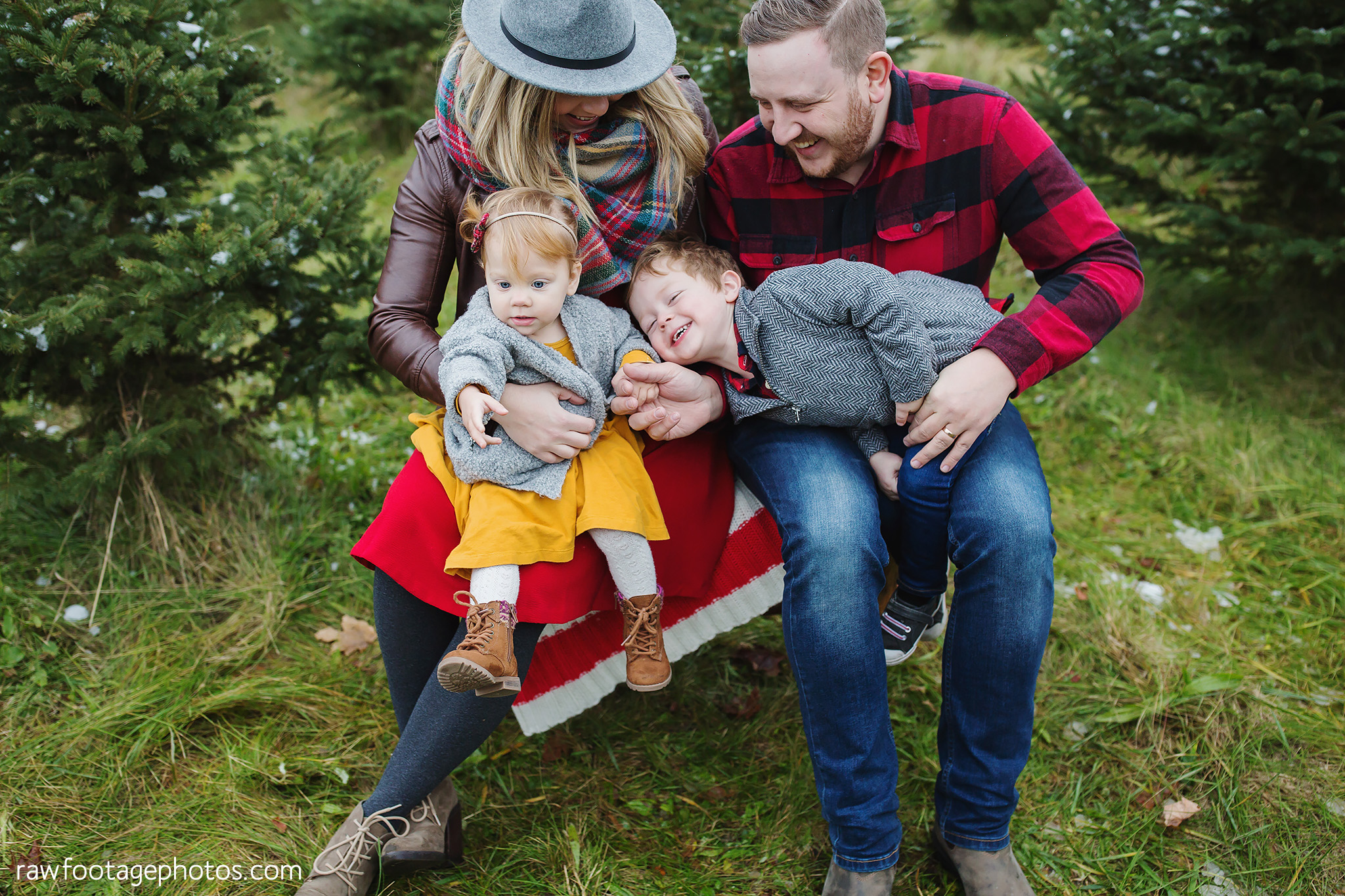 london_ontario_family_photographer-raw_footage_photography-tree_farm_minis-christmas_sessions-winter0042.jpg