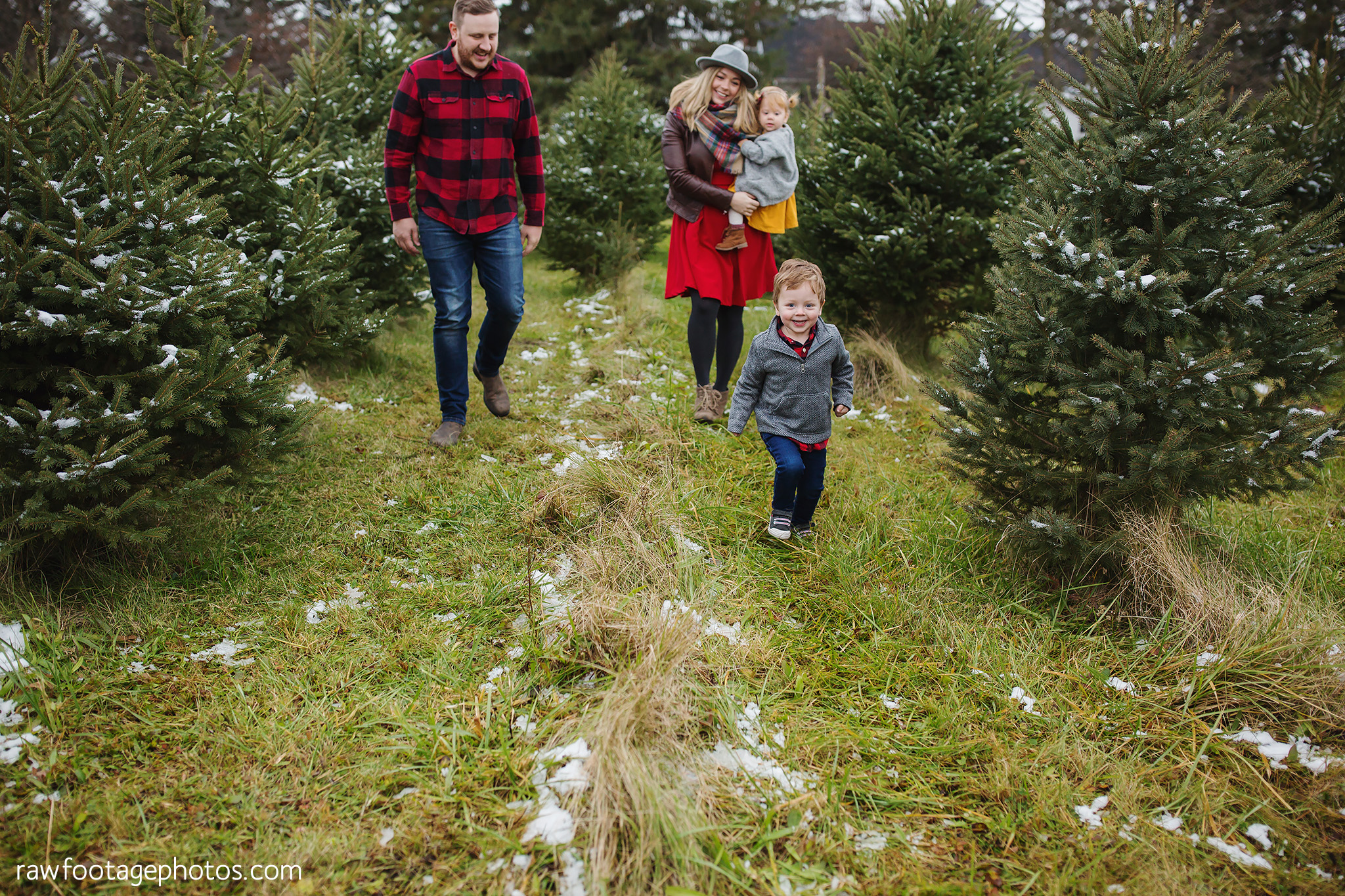 london_ontario_family_photographer-raw_footage_photography-tree_farm_minis-christmas_sessions-winter0044.jpg