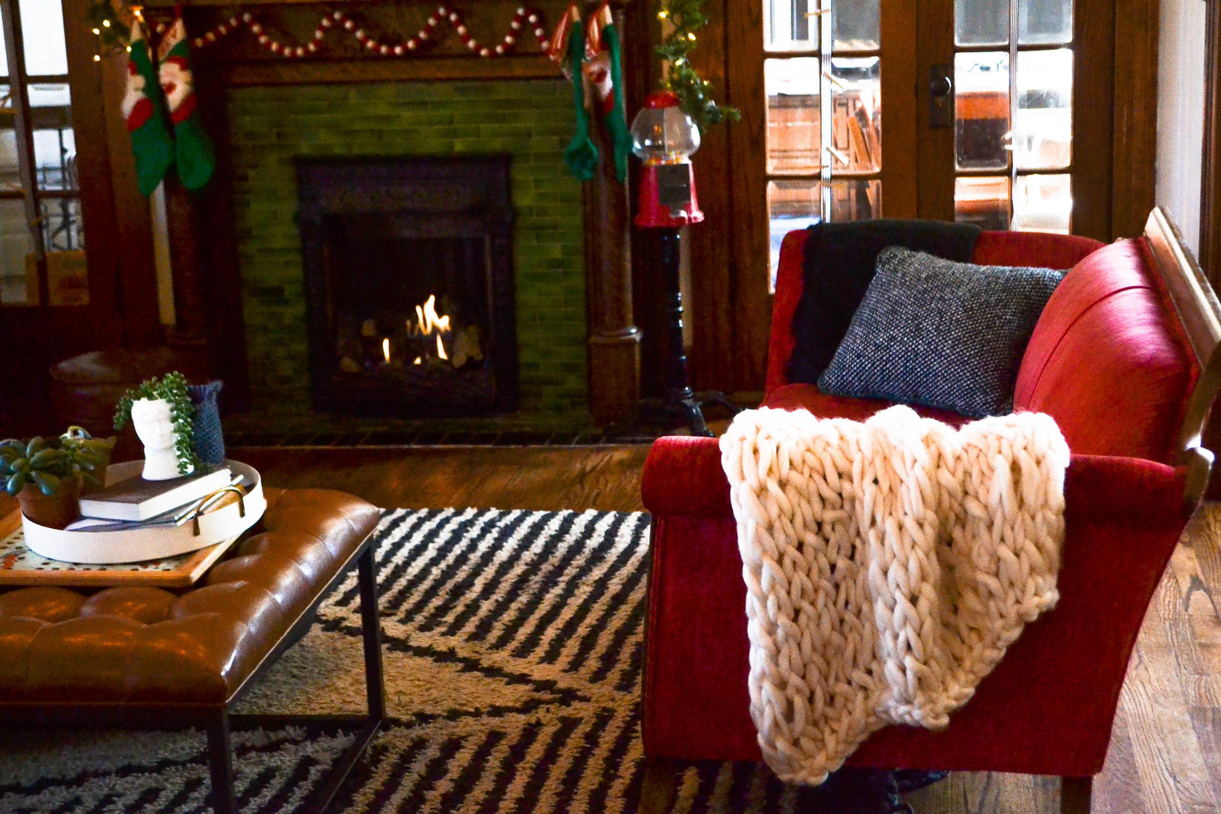 Easy DIY chunky arm knit throw blanket