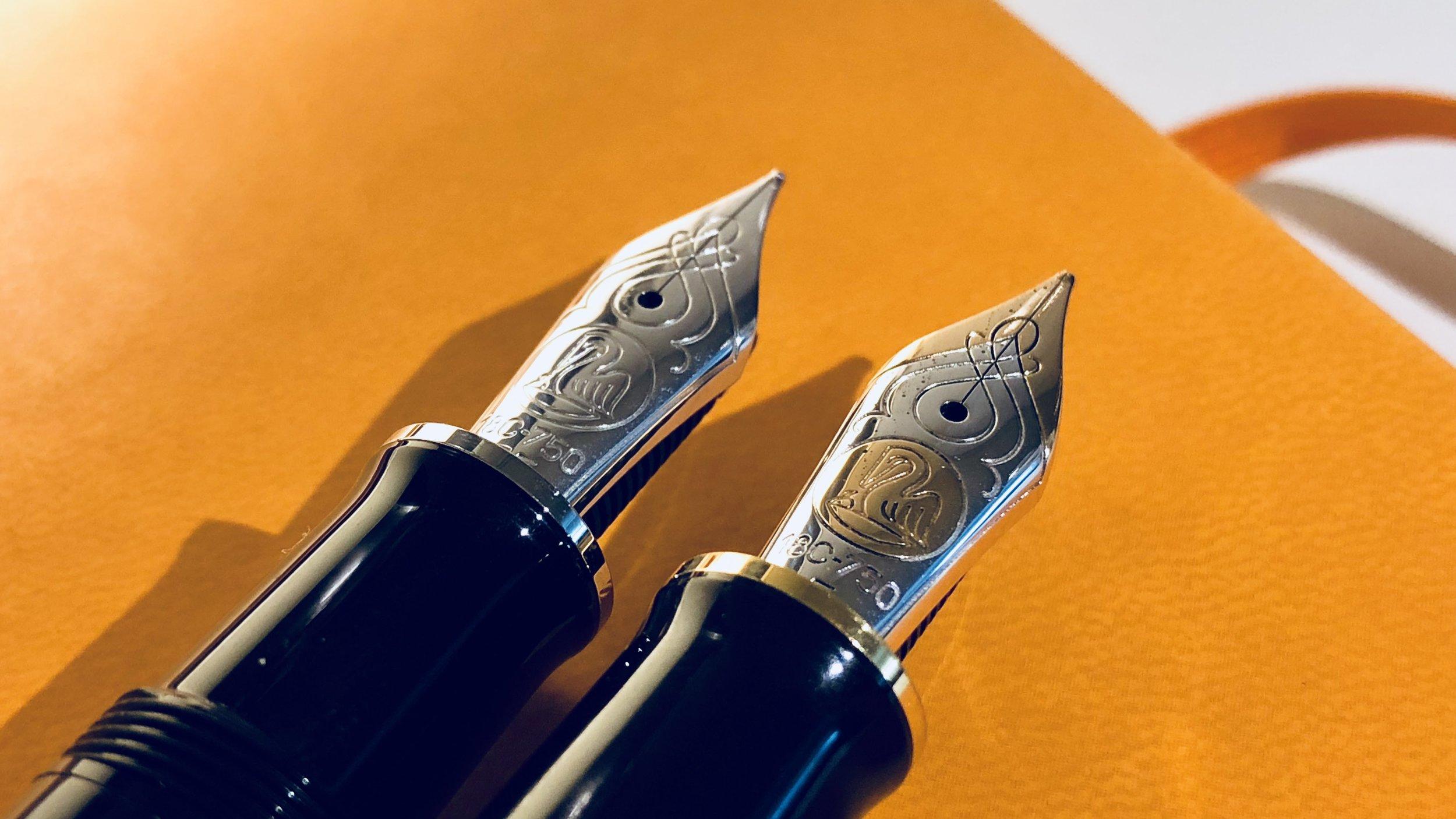 left: Pelikan M805 nib; right: Pelikan M800 nib